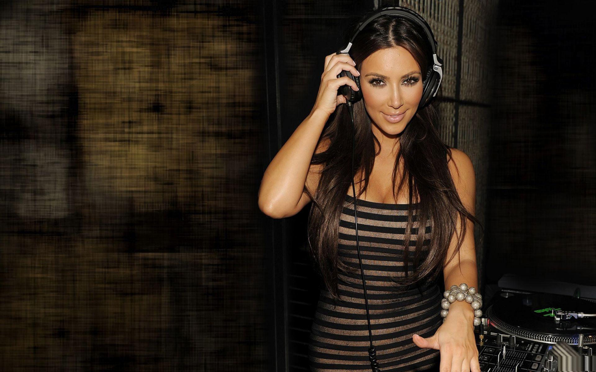 wallpaper.wiki-Kim-Kardashian-DJ-Wallpapers-HD-PIC-