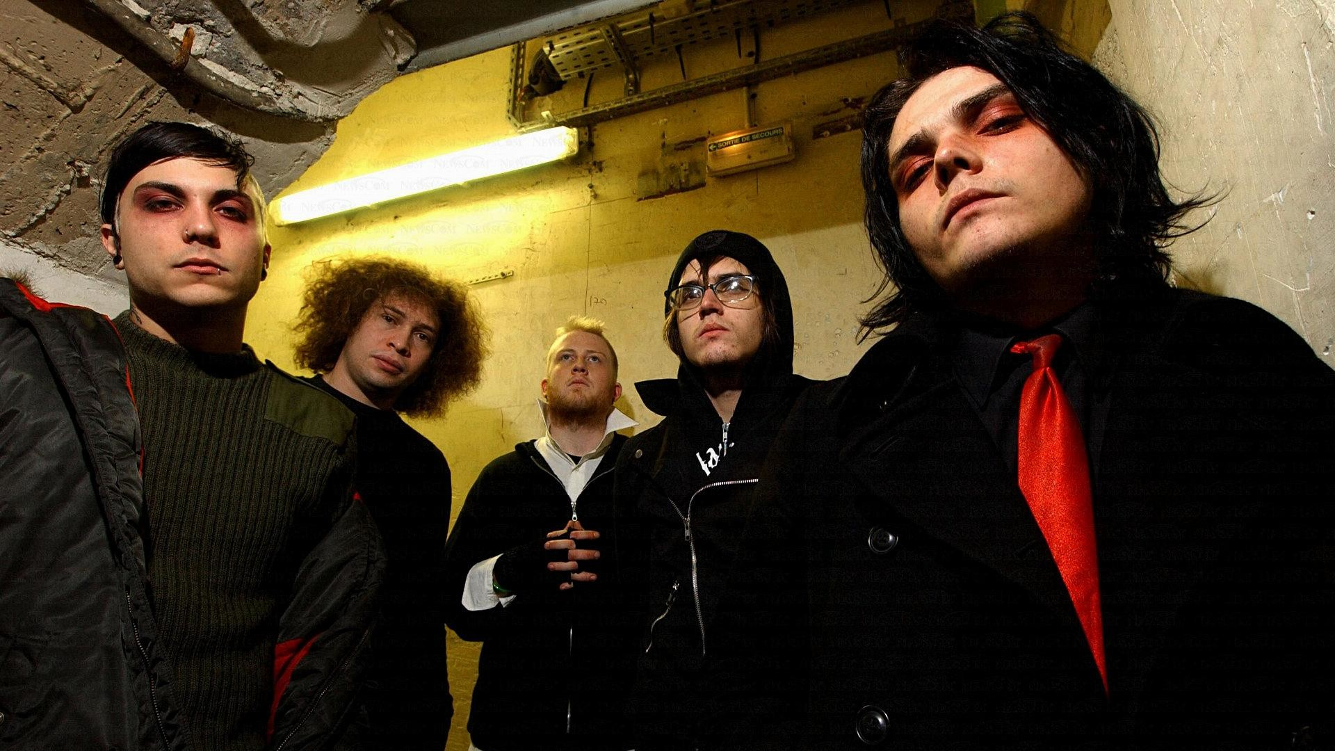 7. my-chemical-romance-iphone-wallpaper-HD7-600×338