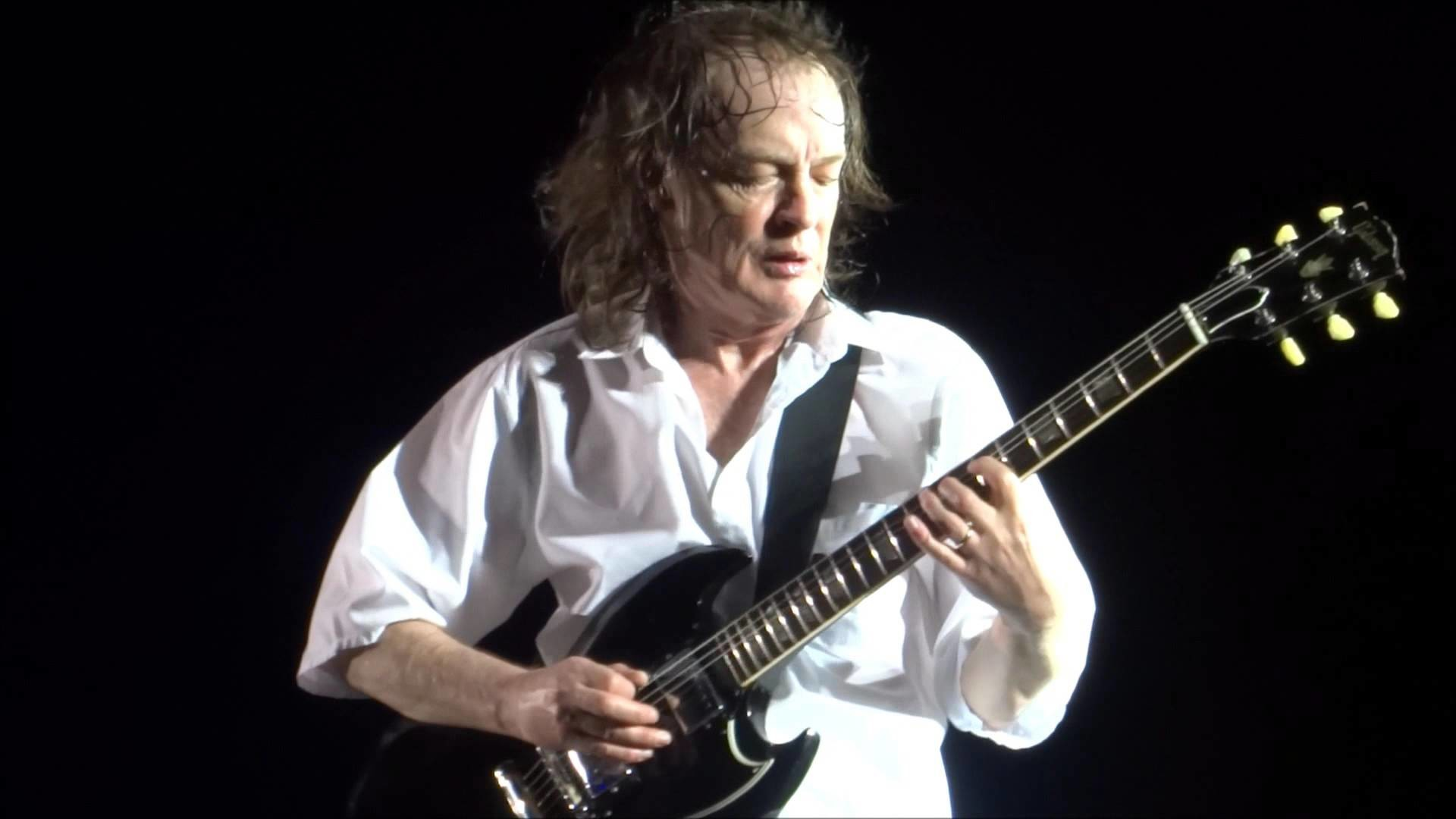 AC/DC – Angus Young Compilation of Jams – Downsview Park – Toronto, CA –  September 10, 2015