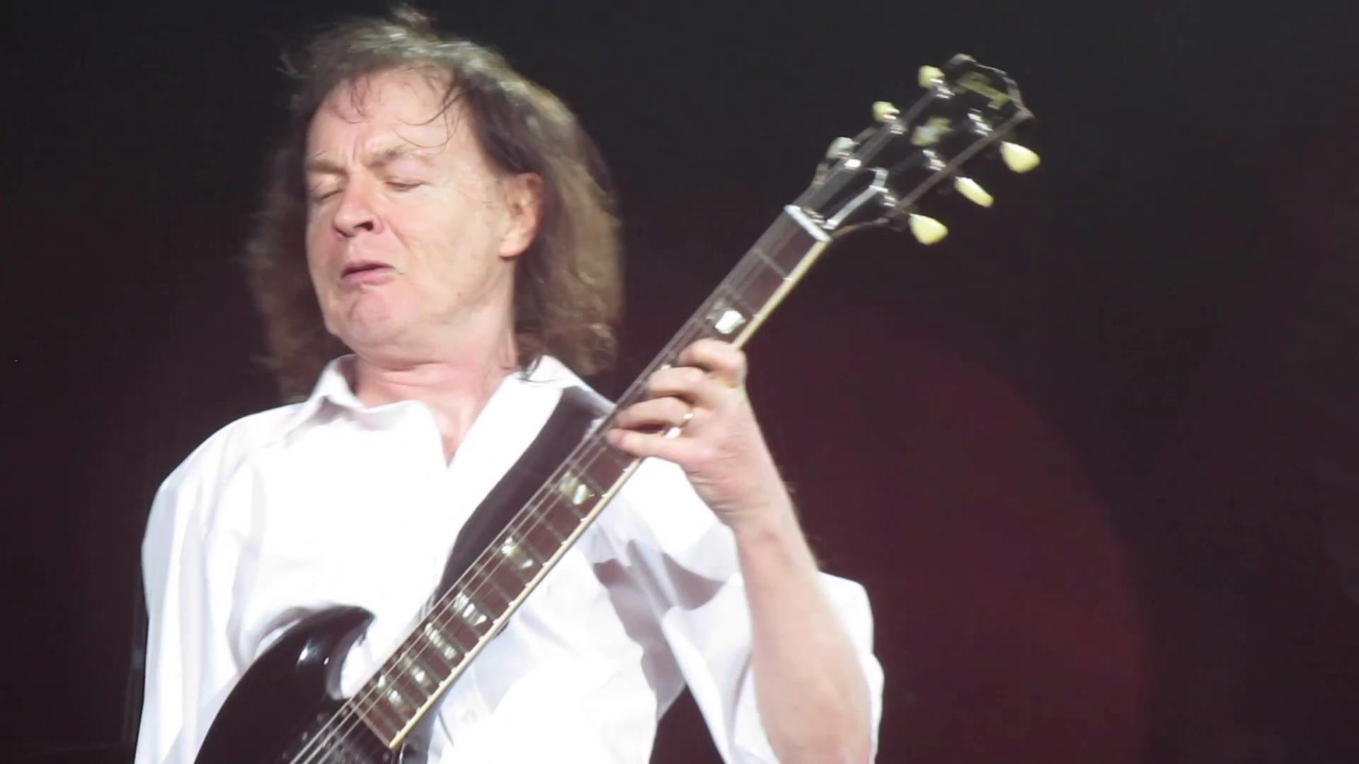 Angus Young – AC/DC Throwing Down In Denver LIVE 8FEB16