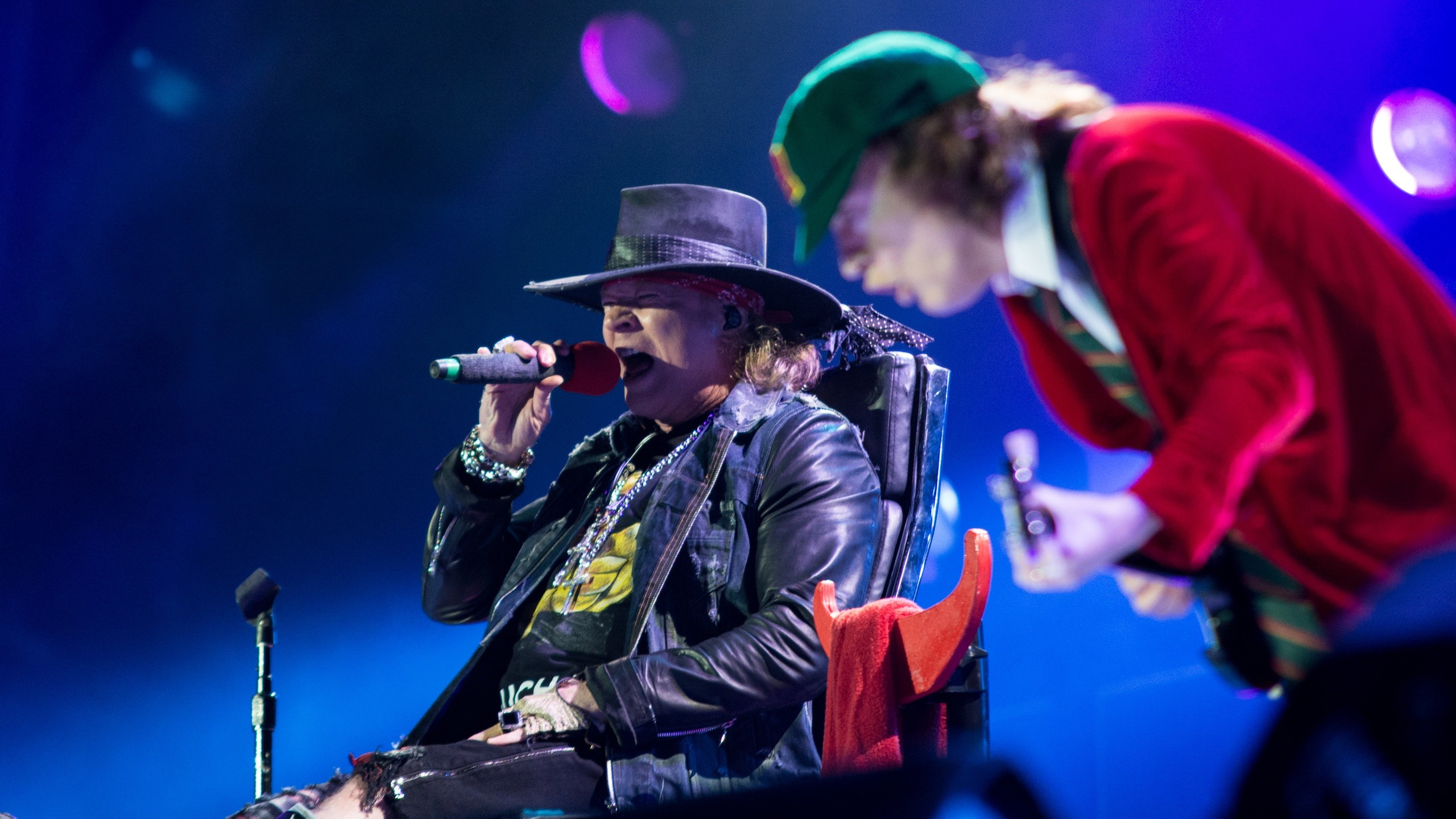 Axl Rose Keeps Asking AC/DC If He Can Do More Shows, Says Angus Young –  Music Feeds