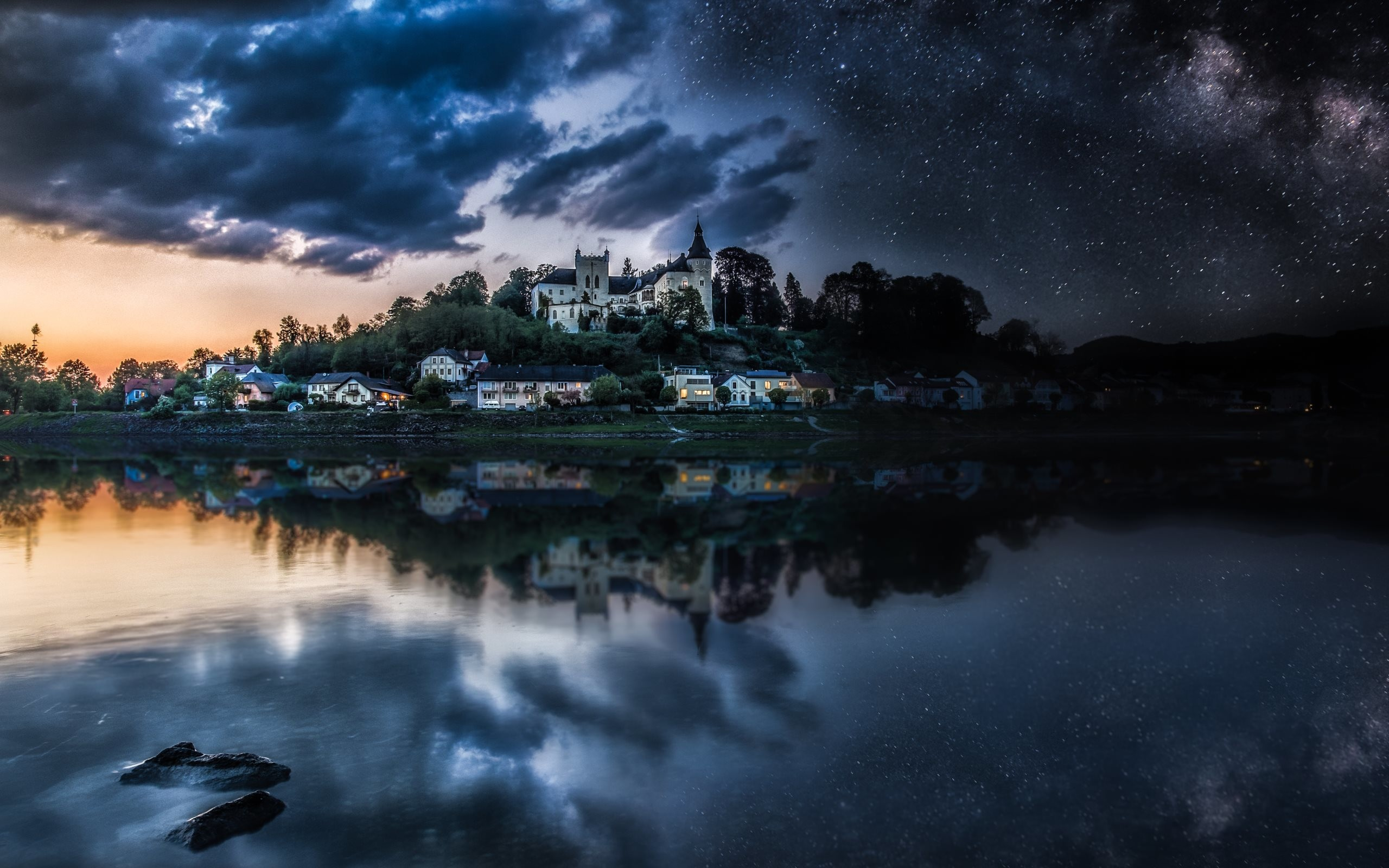 4K HD Wallpaper: Castle and Lucky Stars on the Night Sky