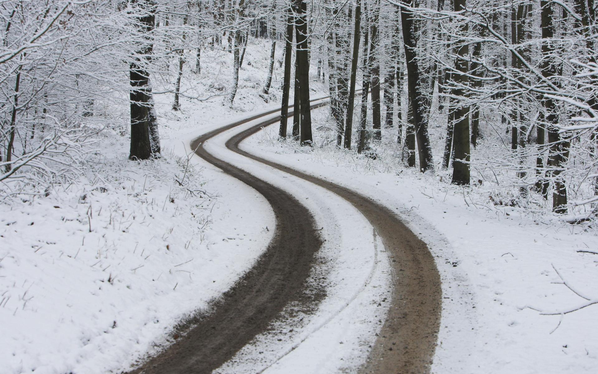 Dangerous Curve – winter wallpaper