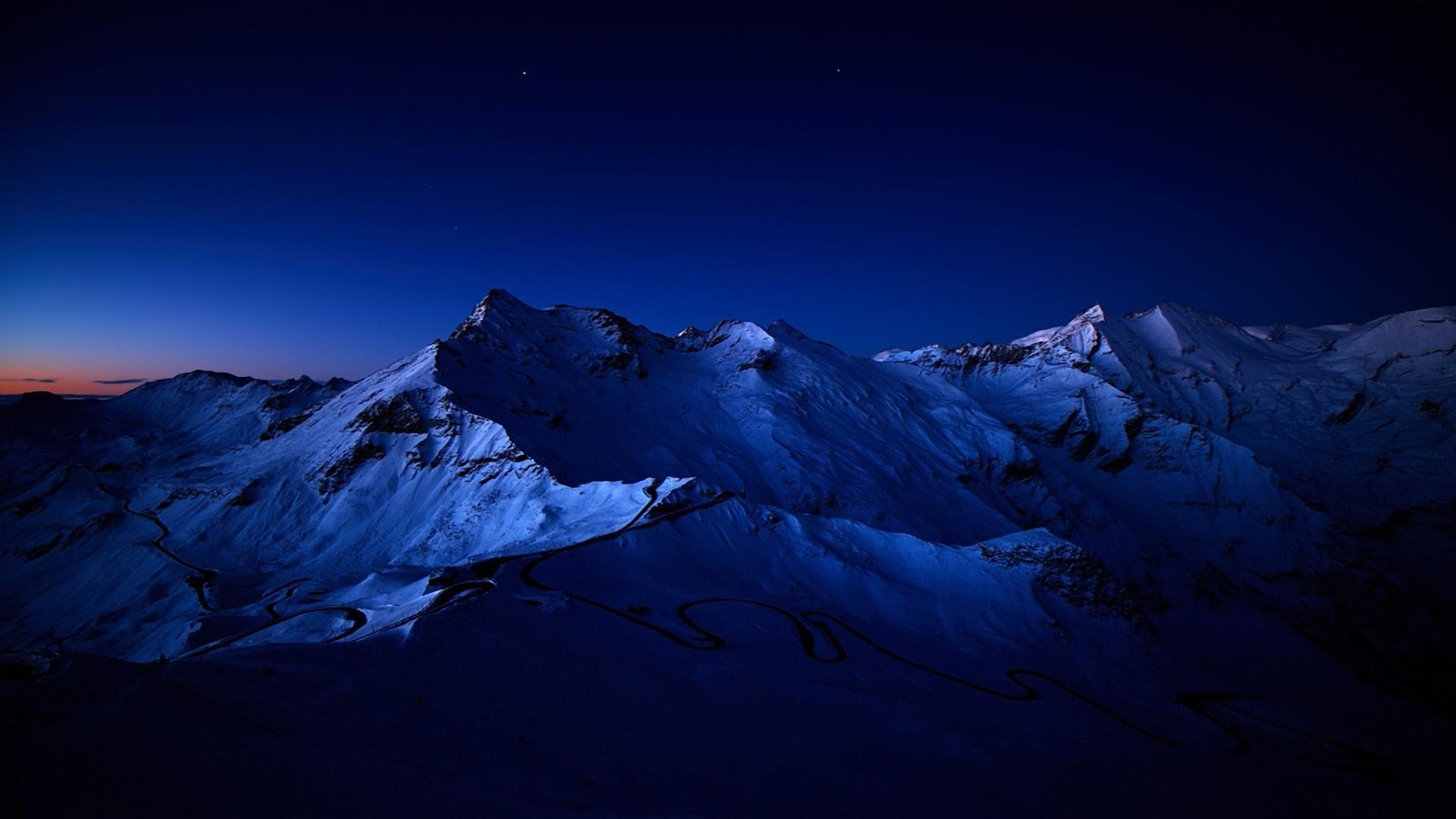 Beautiful Mountain Range Wallpaper