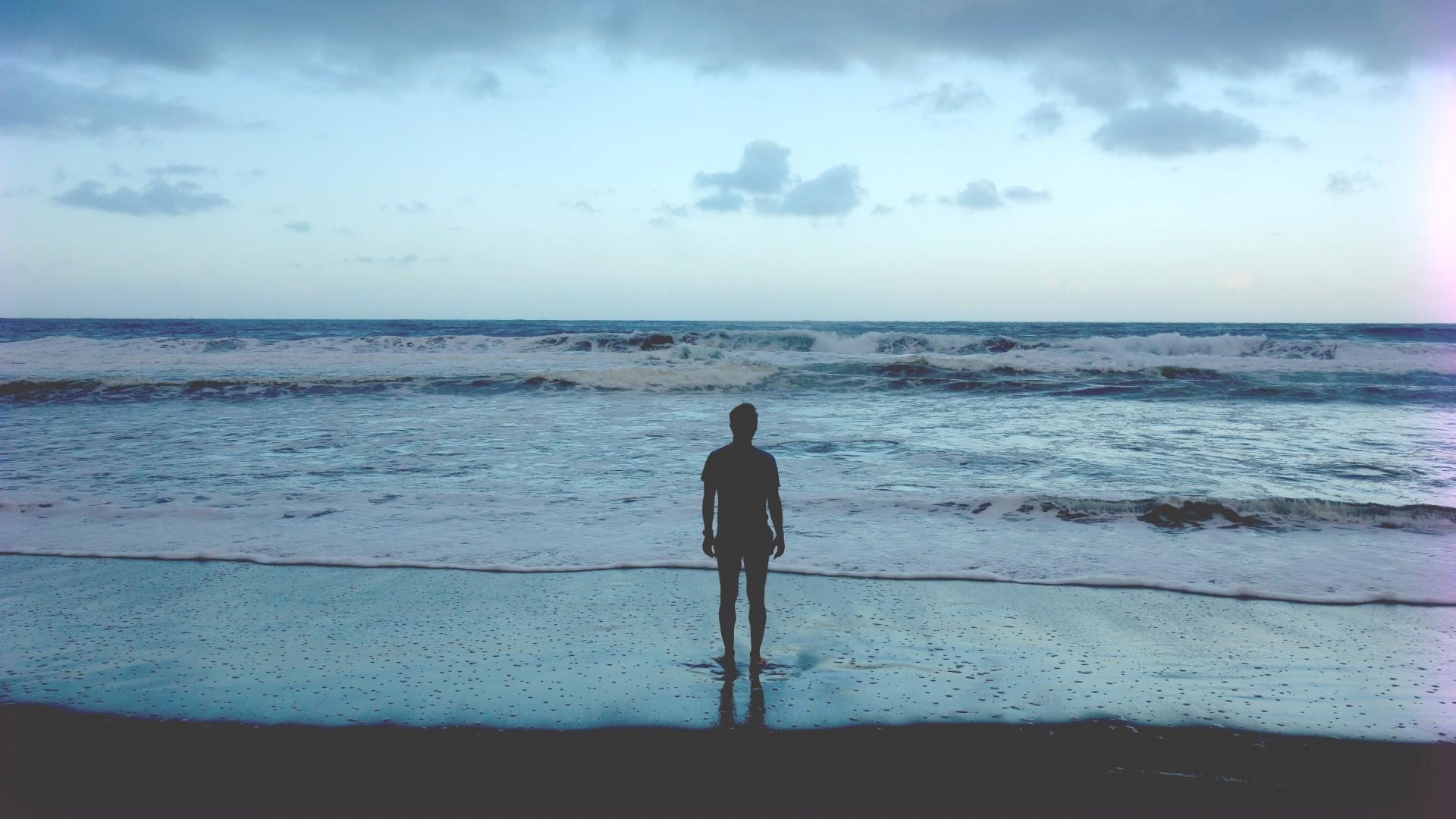 Preview wallpaper ocean, man, shore, beach, waves 1920×1080