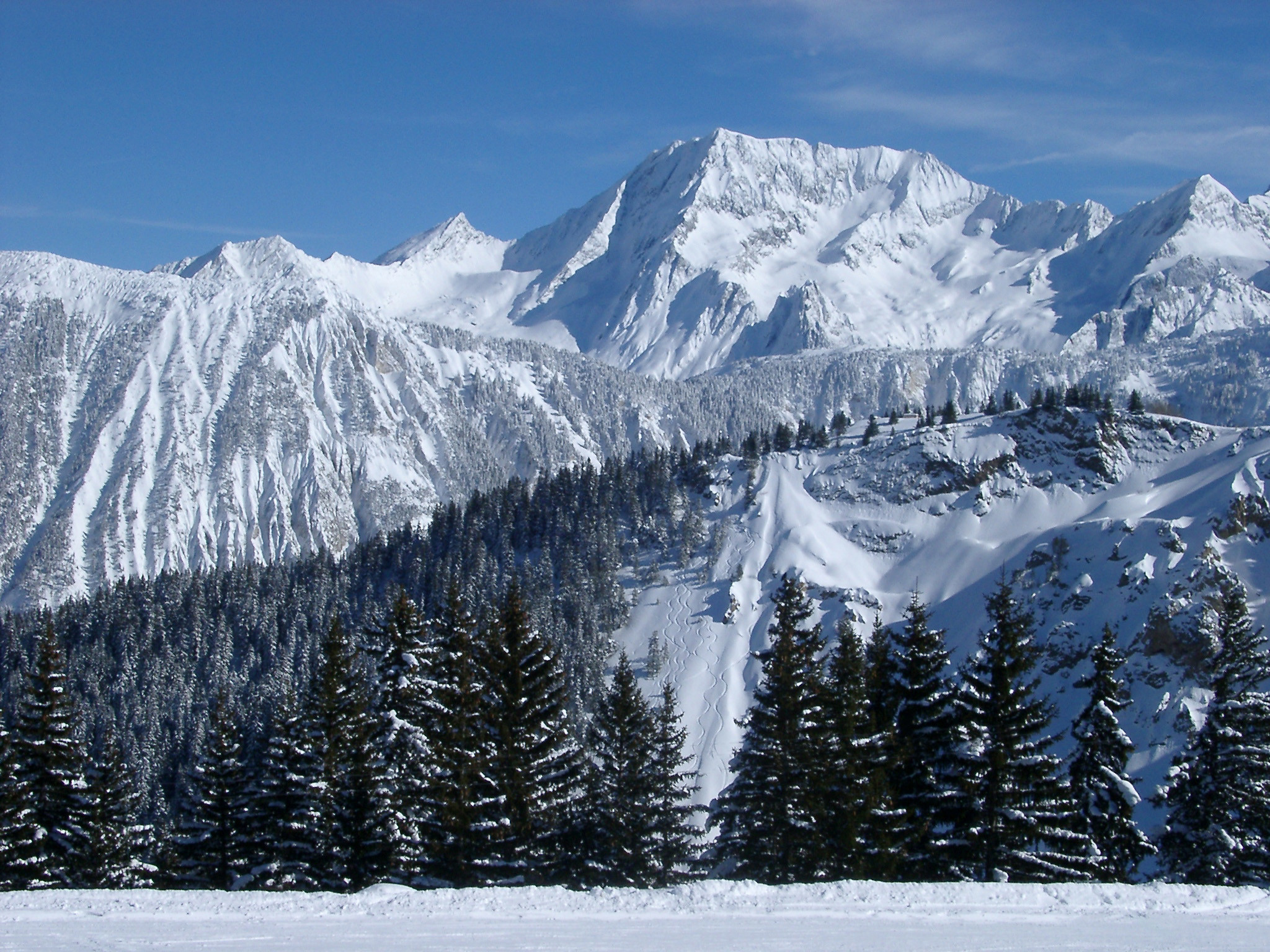 Free Stock photo of Steep Alpine mountains covered in winter snow