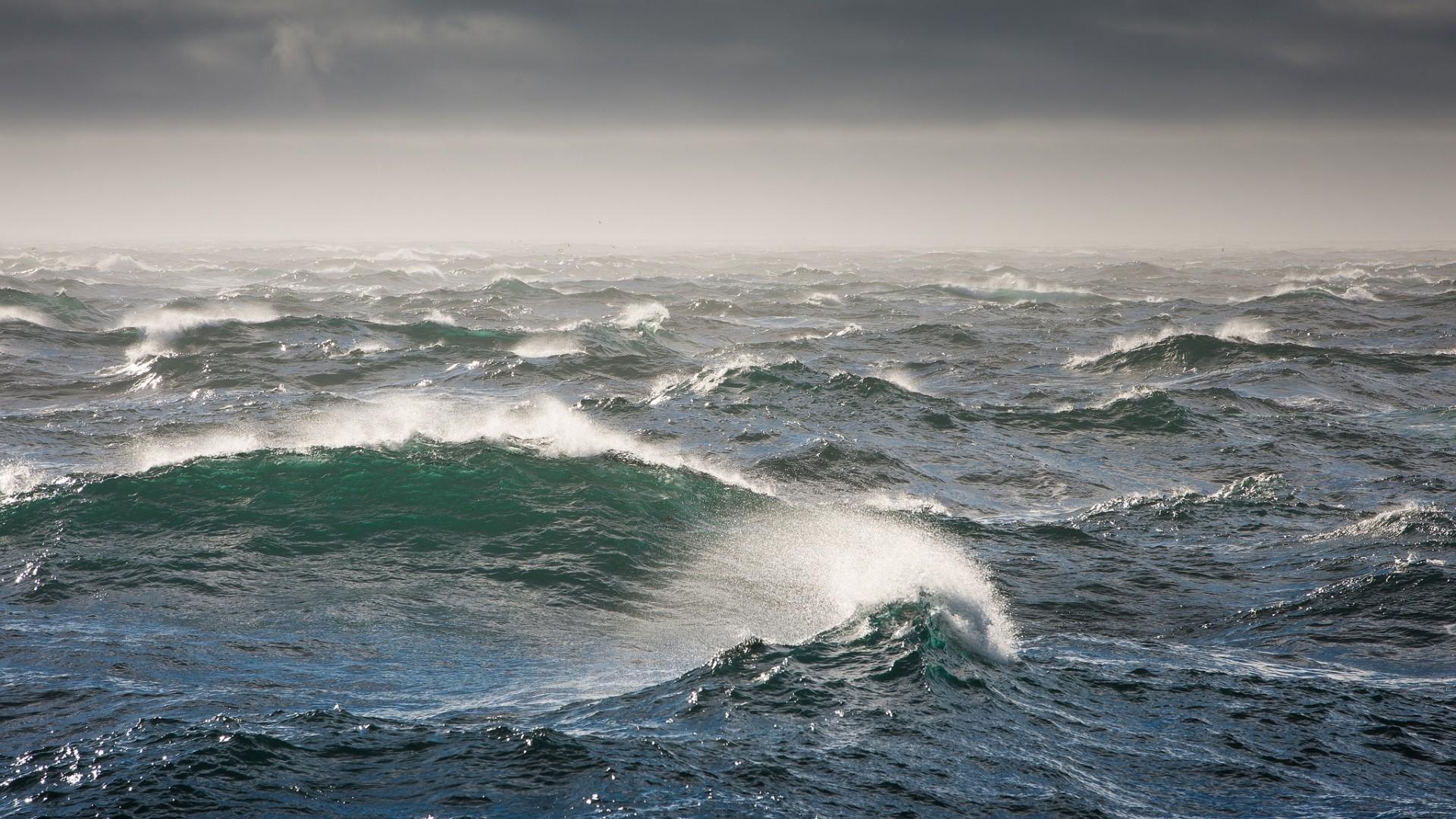 Lightning Storm at Sea   HD Exciting Storm At Sea Wallpaper .