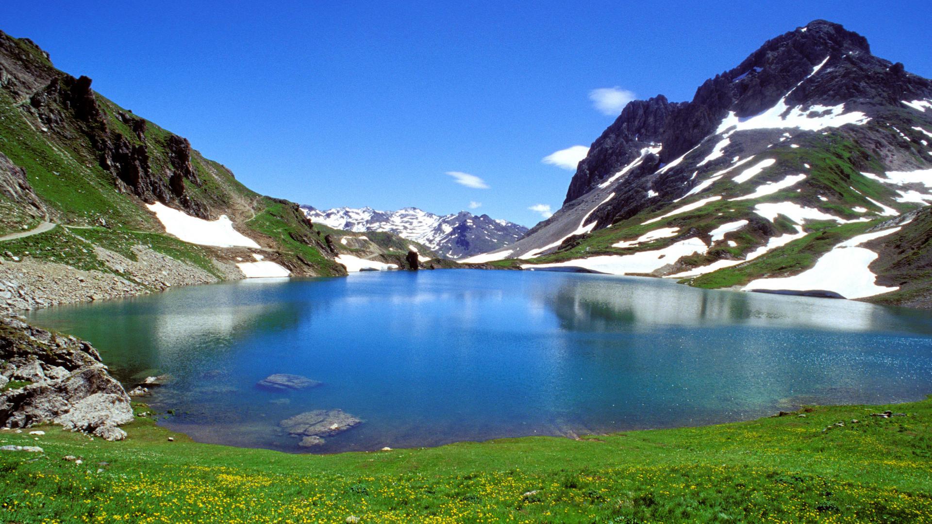 05. Massif des Rochilles, vue gÈnÈrale du lac du Grand Ban, plaques de