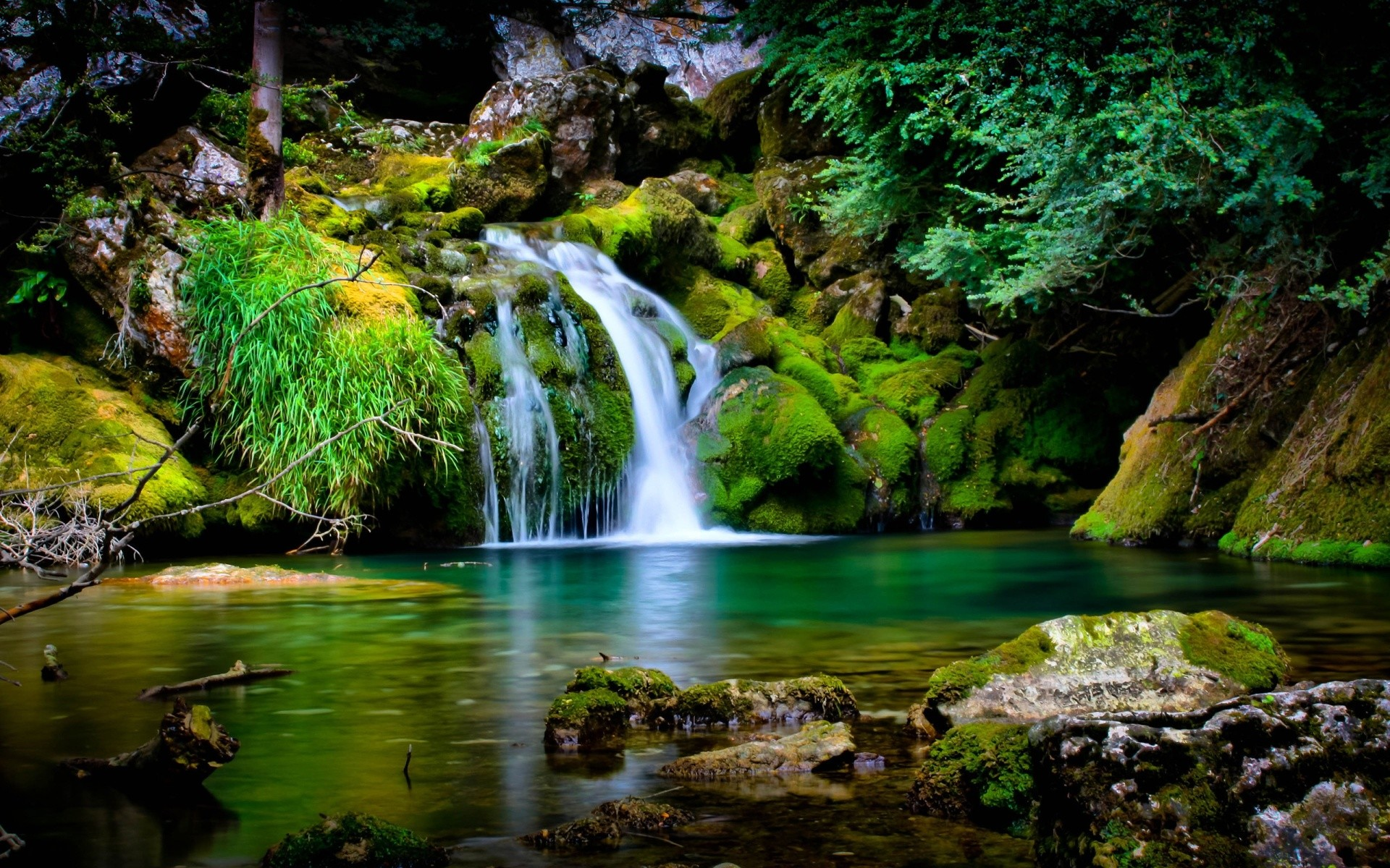 beautiful waterfalls wallpaper which is under the waterfall wallpapers .