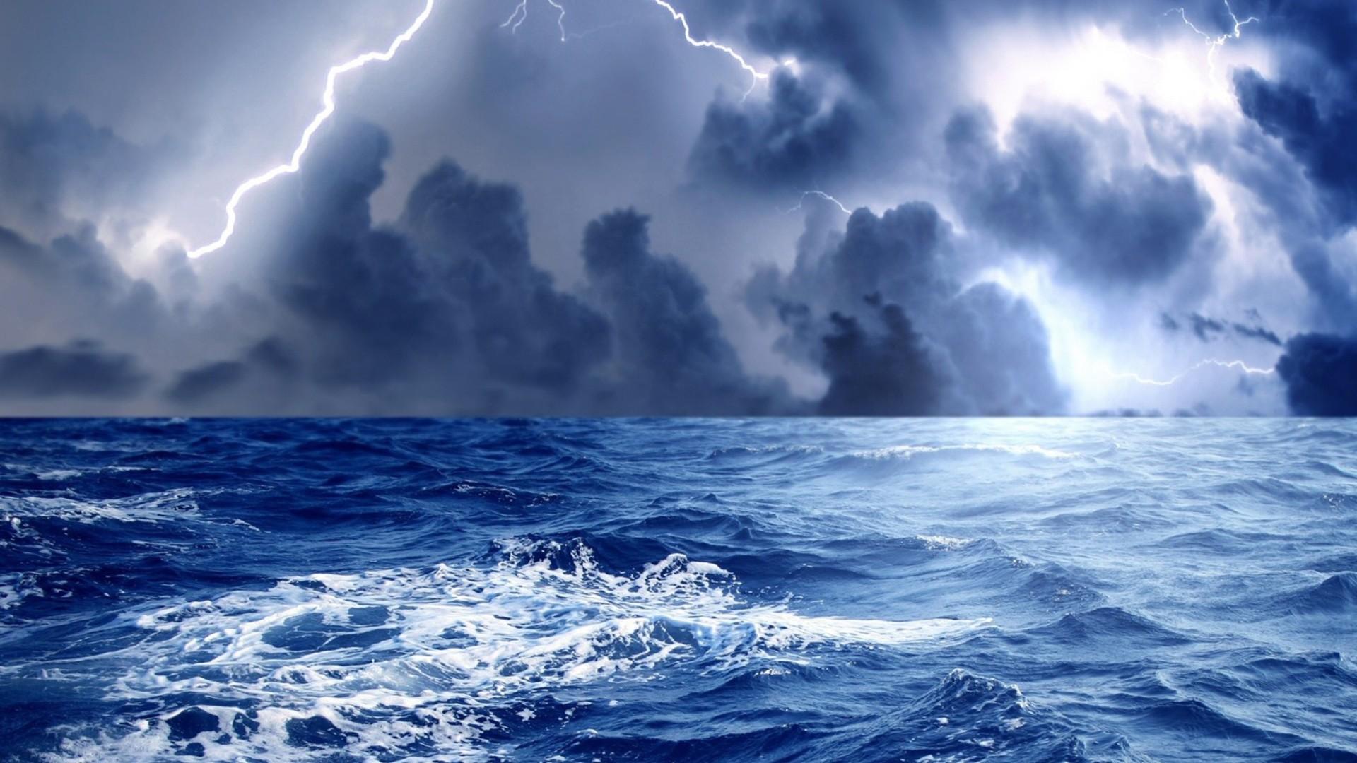 Storm Lightning free Screensaver wallpaper