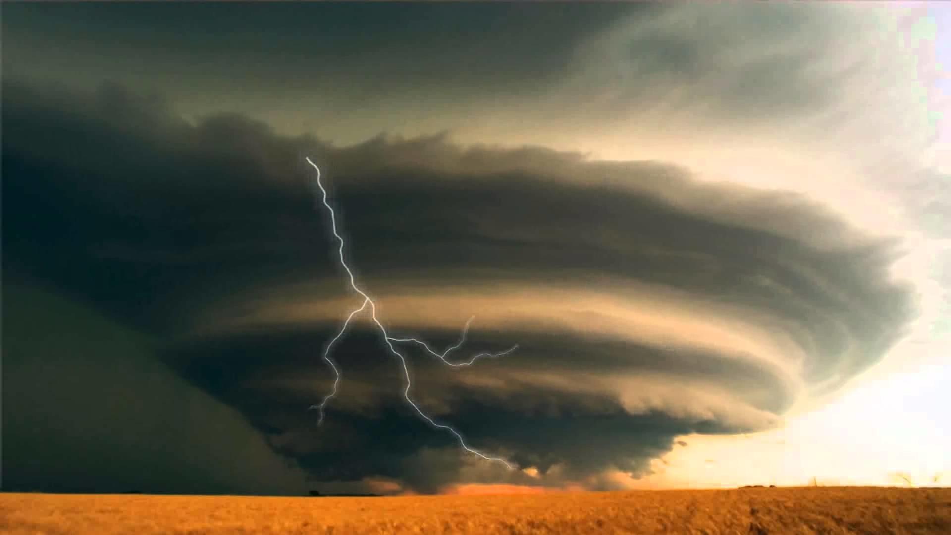 Lightning Storm Animated Wallpaper https://www.desktopanimated.com .