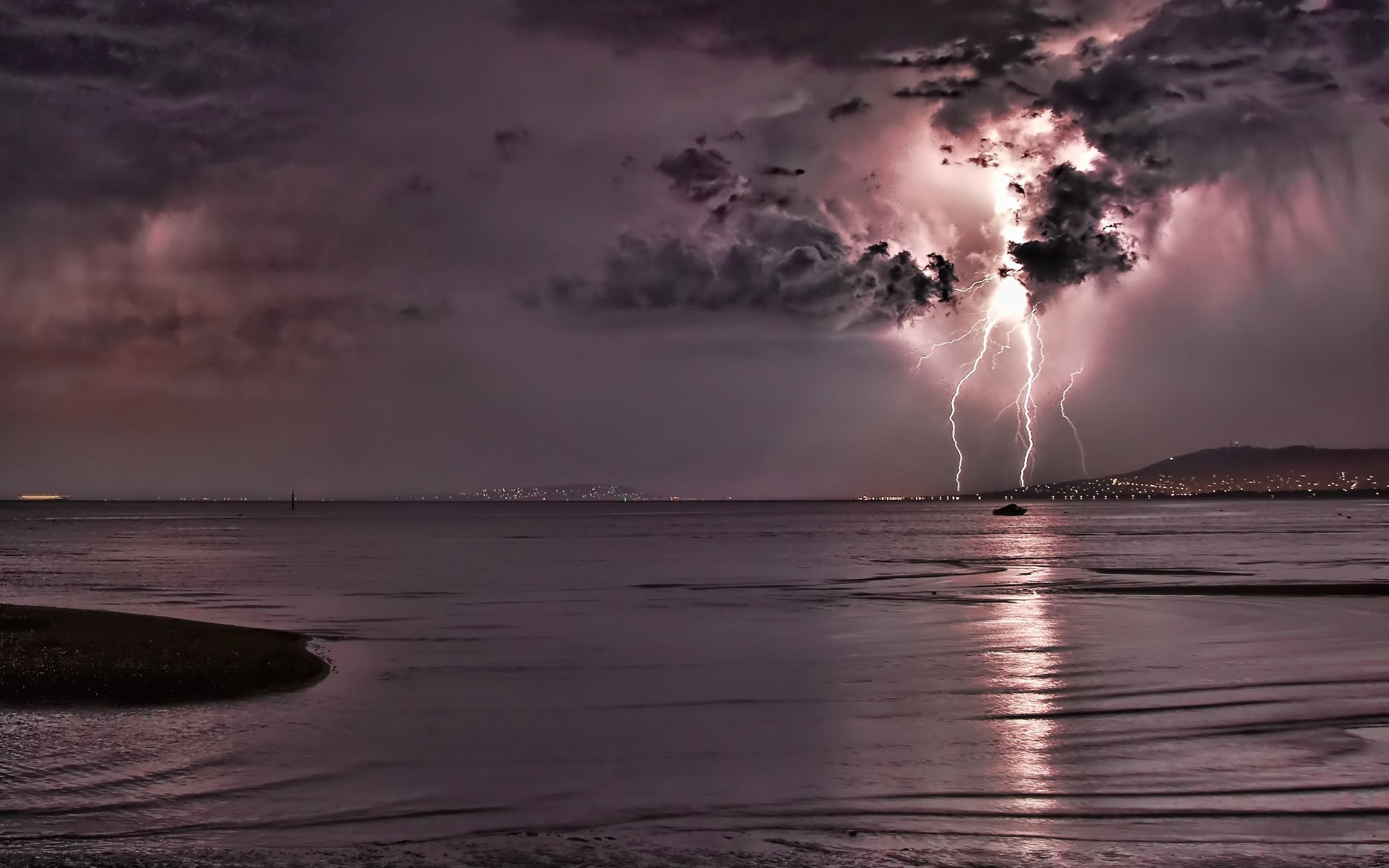 Wallpapers ⇒ Landscape ⇒ Thunderstorm Wallpaper