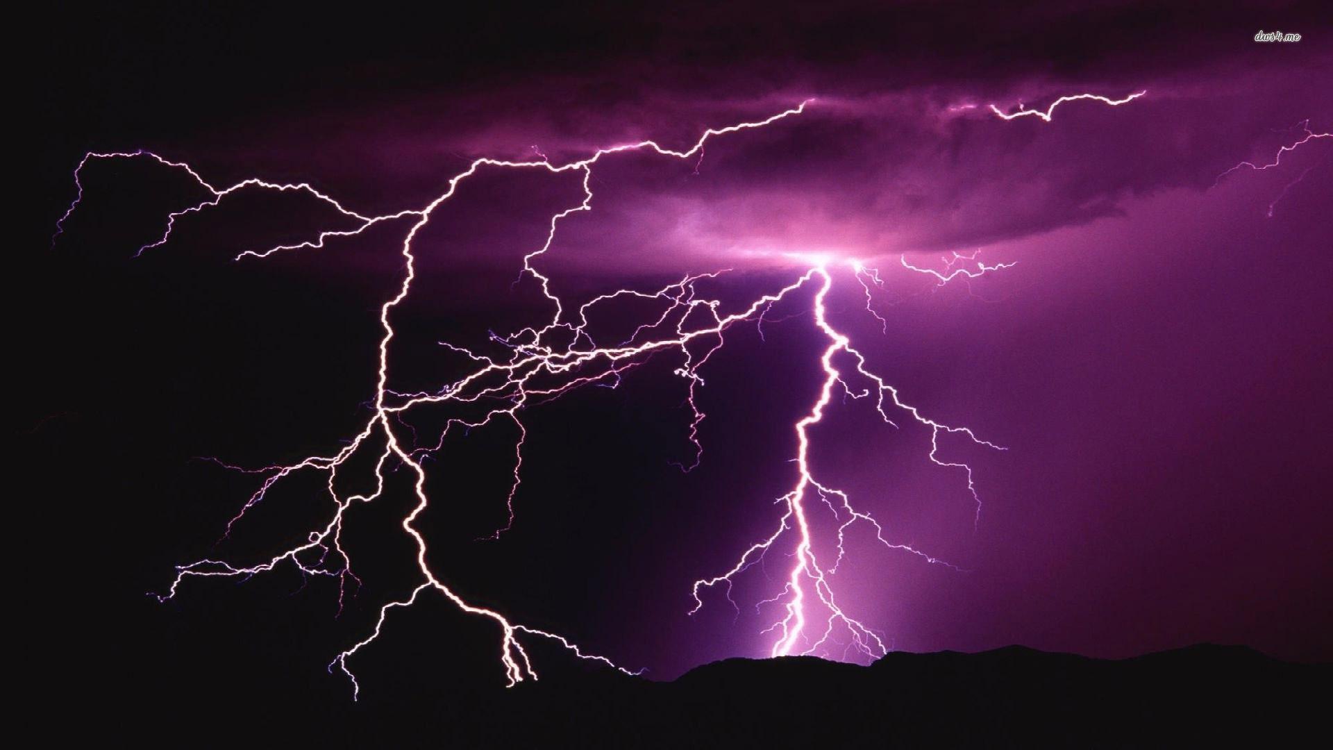 Moving Lightning Desktop Wallpaper