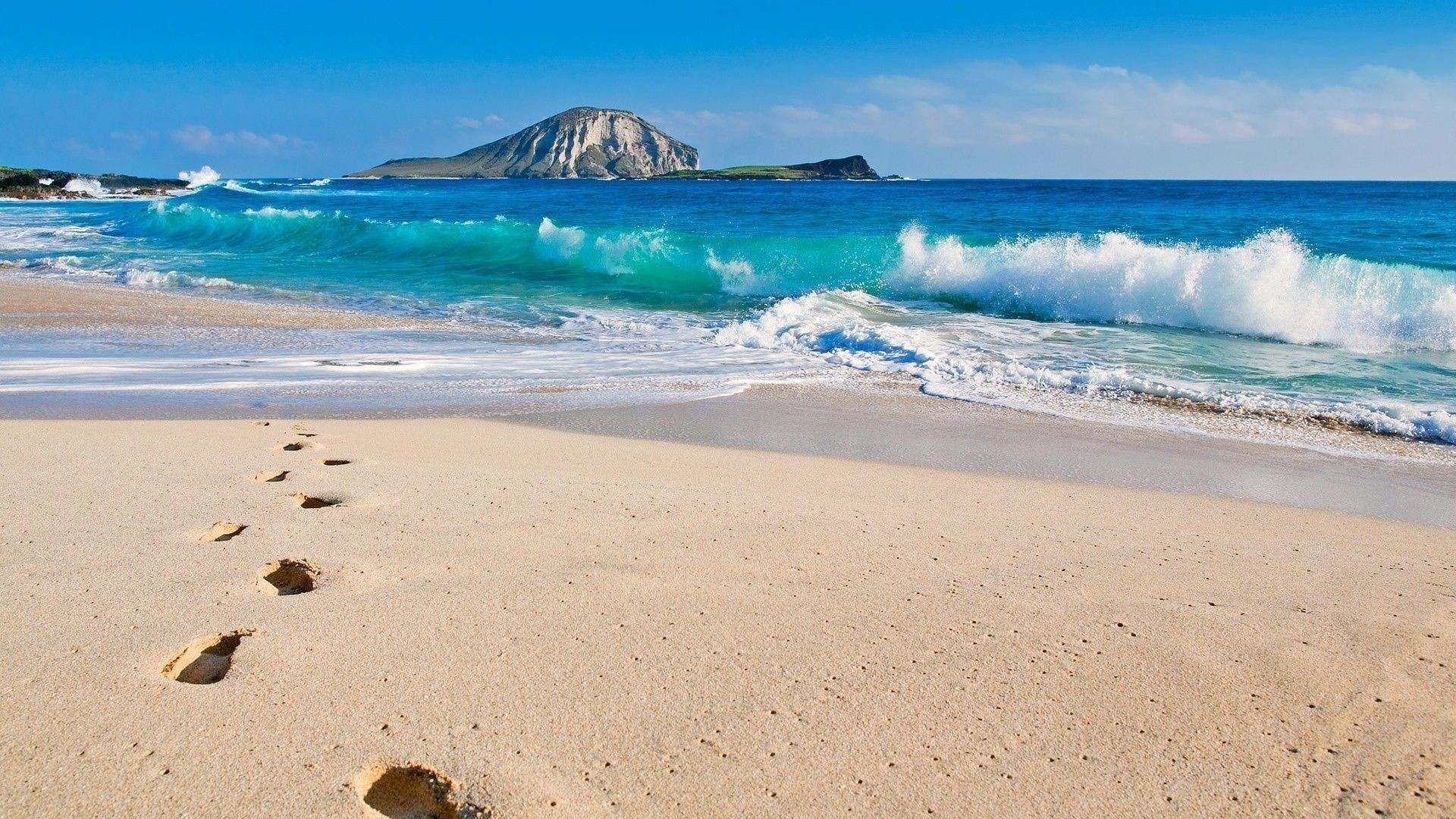 Ocean Waves & Beach Steps desktop PC and Mac wallpaper