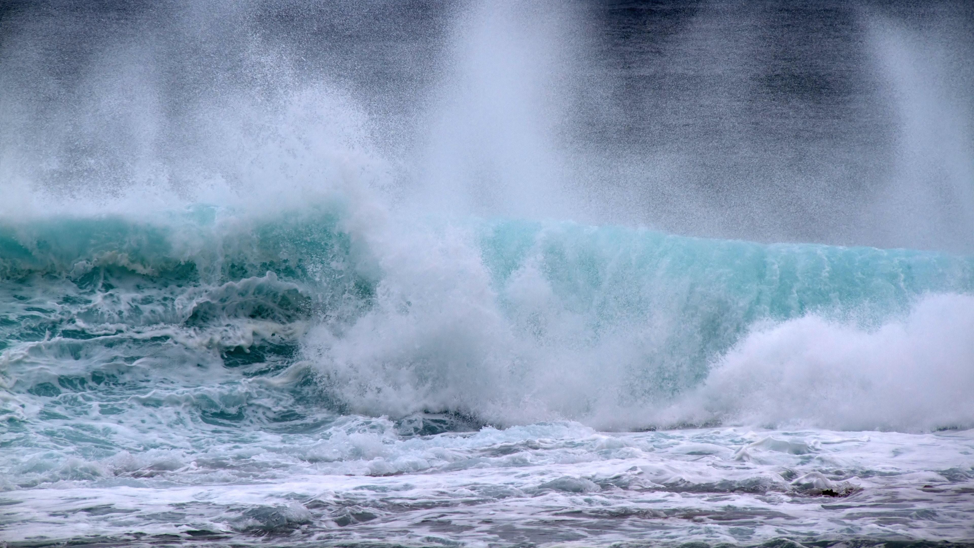 4K HD Wallpaper: Ocean Waves – Madliena, Malta Majjistral, MT