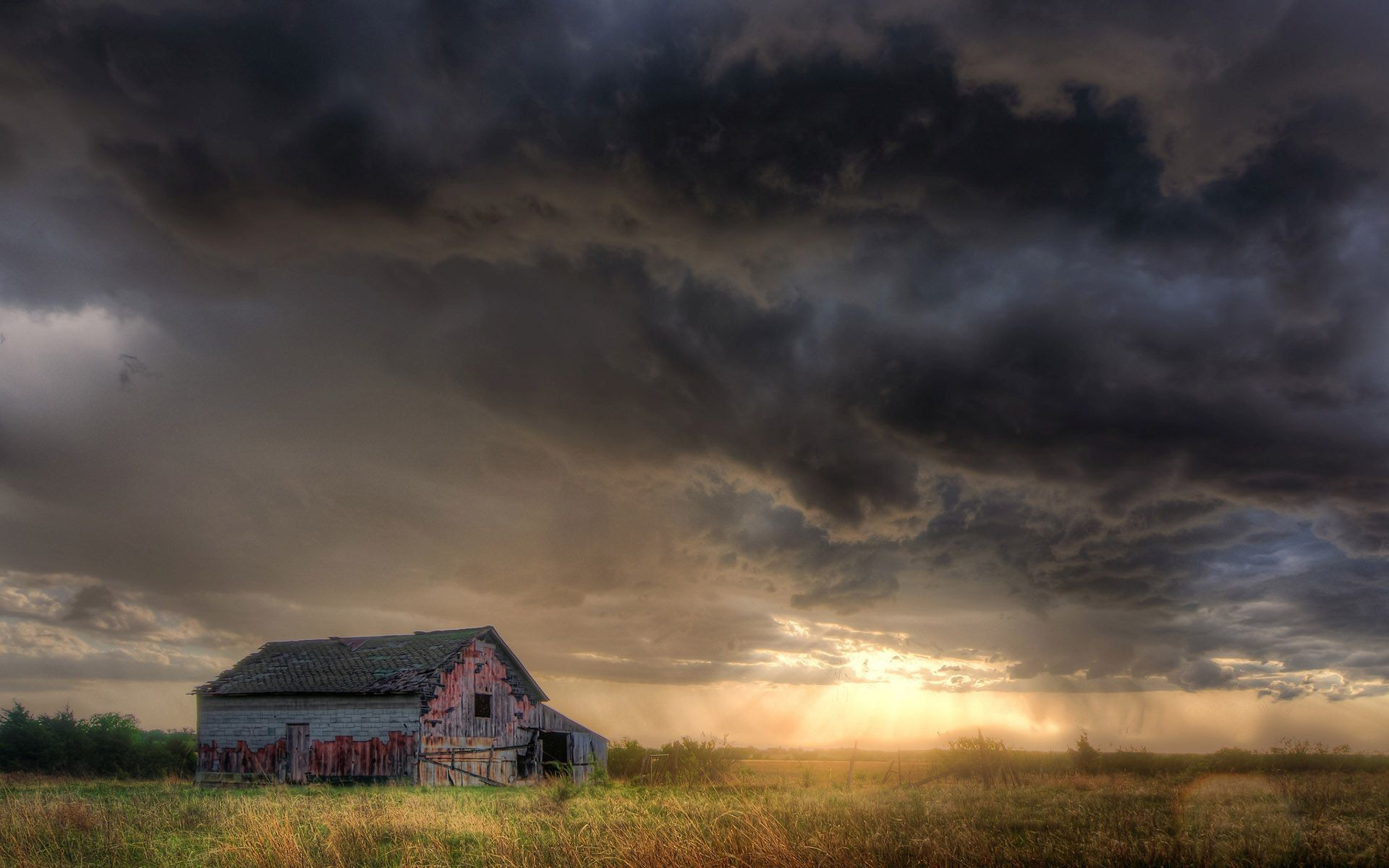 Abandoned cabin under the stormy sky Widescreen Wallpaper .