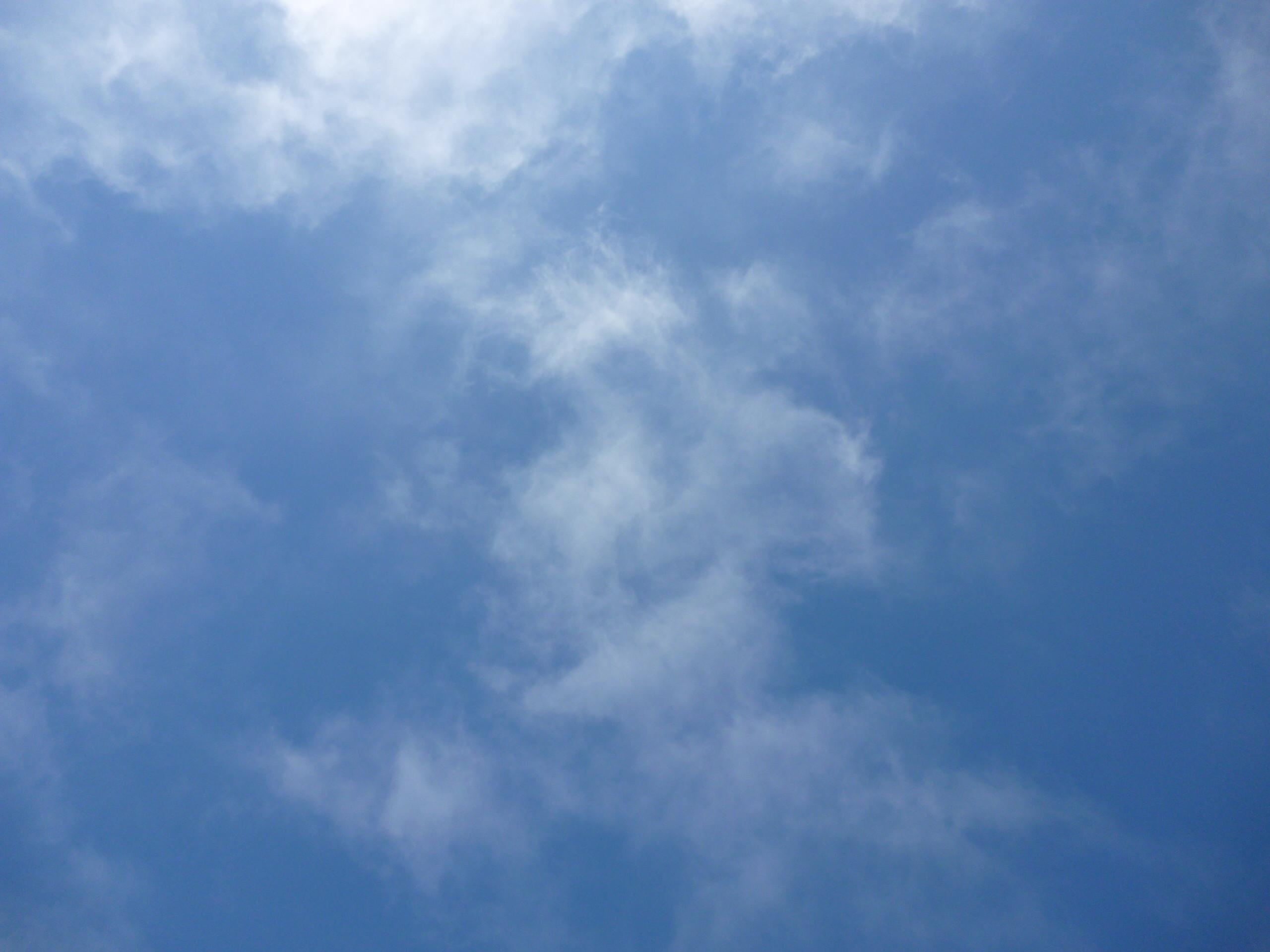 File:Blue sky with wisps of cloud.JPG – Wikimedia Commons