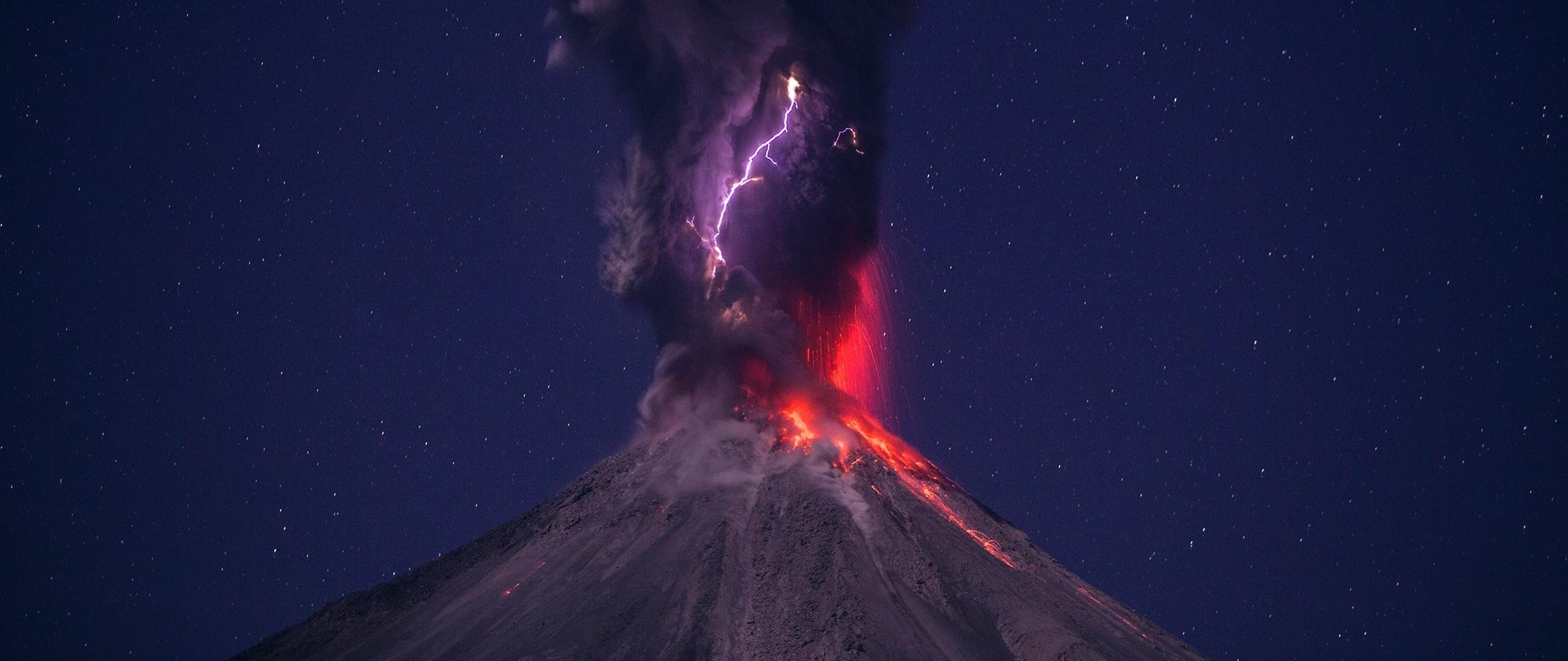 Wallpaper volcano, eruption, lightning, sky