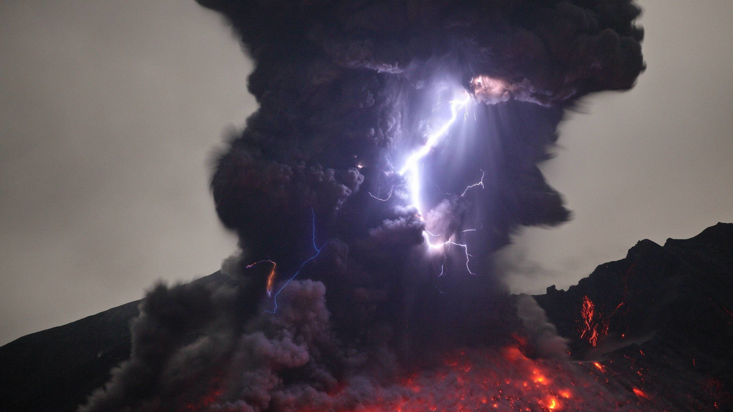 Volcanic Lightning in Kyushu (aka the 'Dirty Thunderstorm')