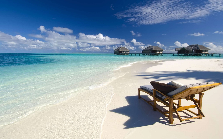 beach-chair-on-white-s-beach-desktop-background-