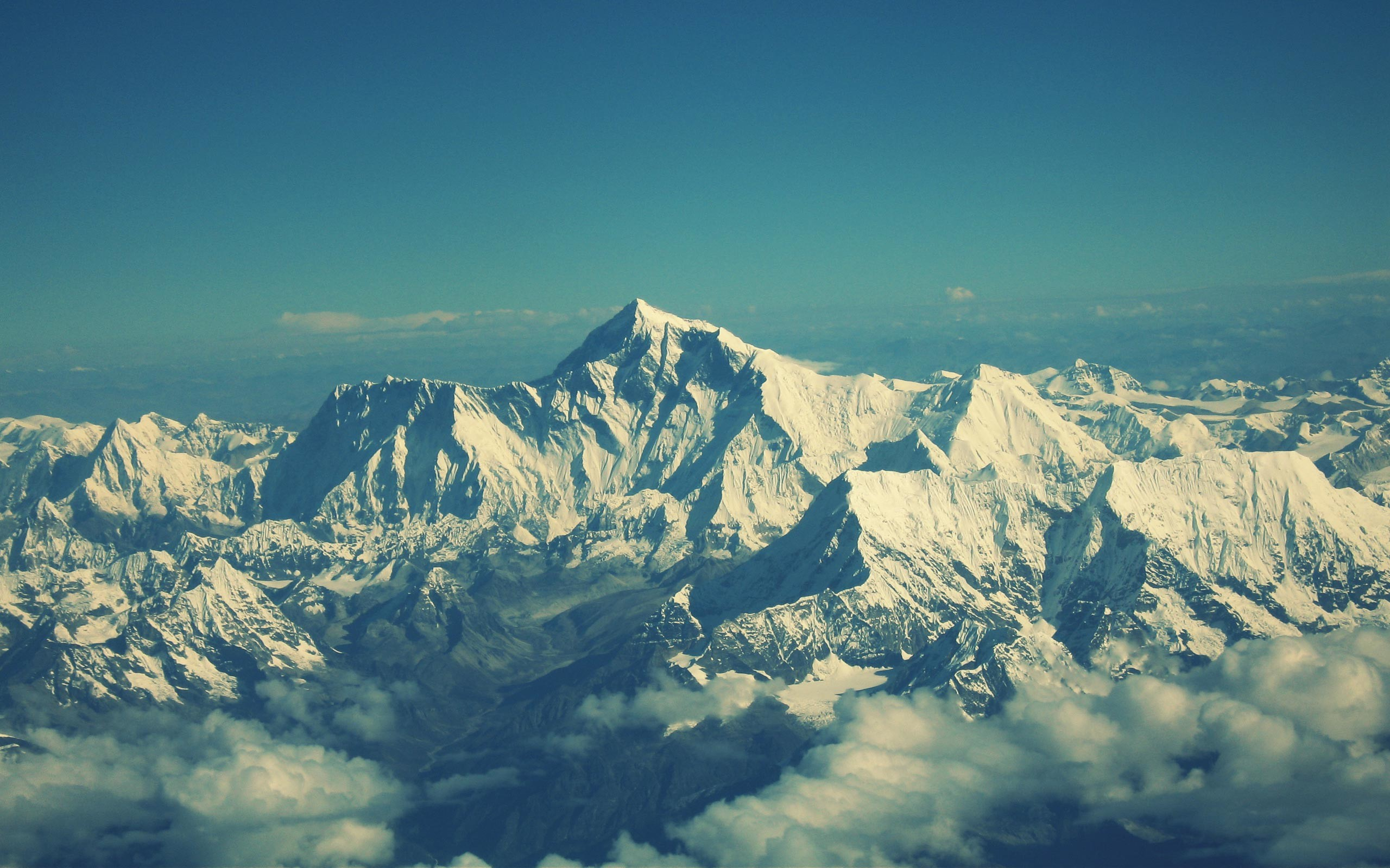 Free Snow Mountain Wallpaper for Desktop