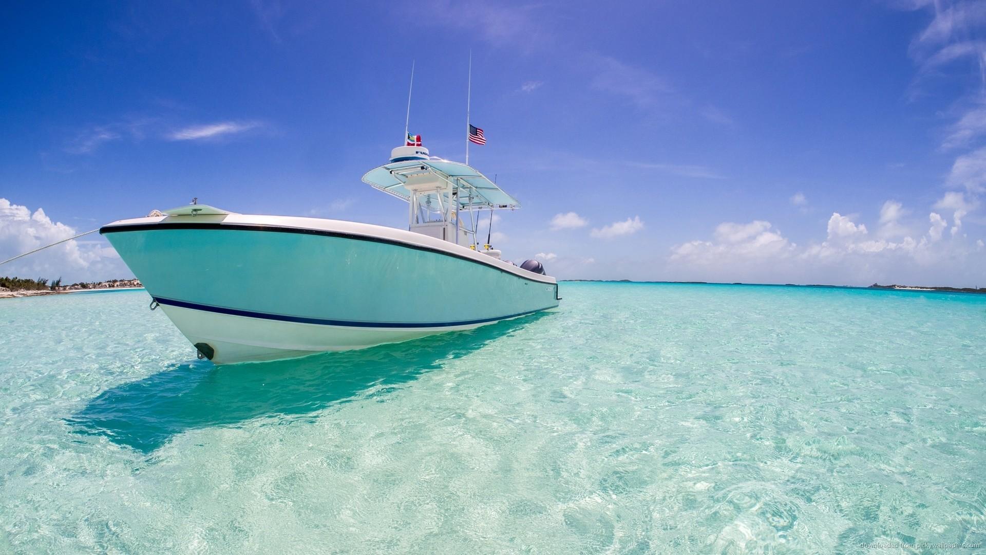 HD Yacht In Caribbean Sea wallpaper