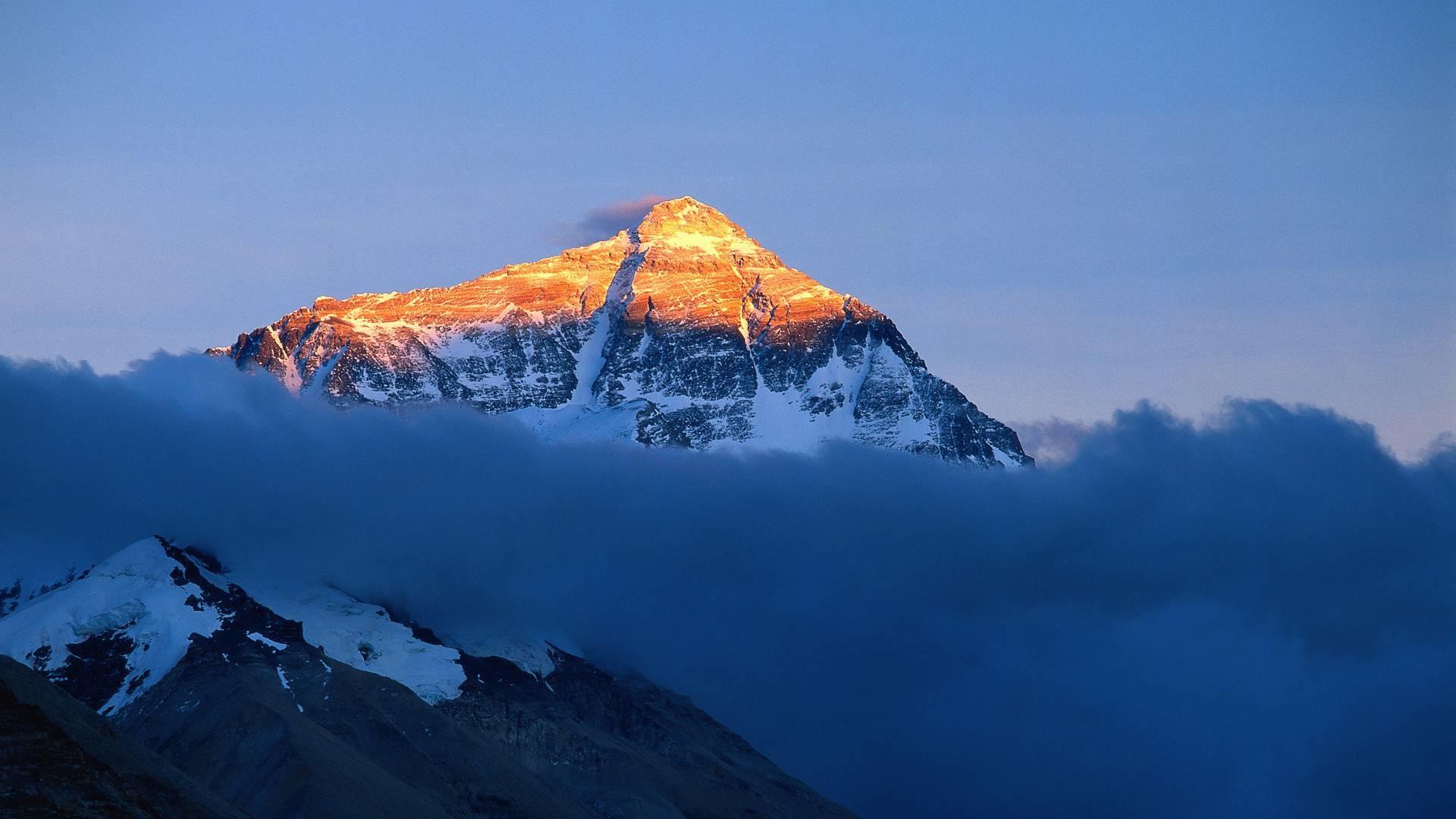 Everest Wallpaper