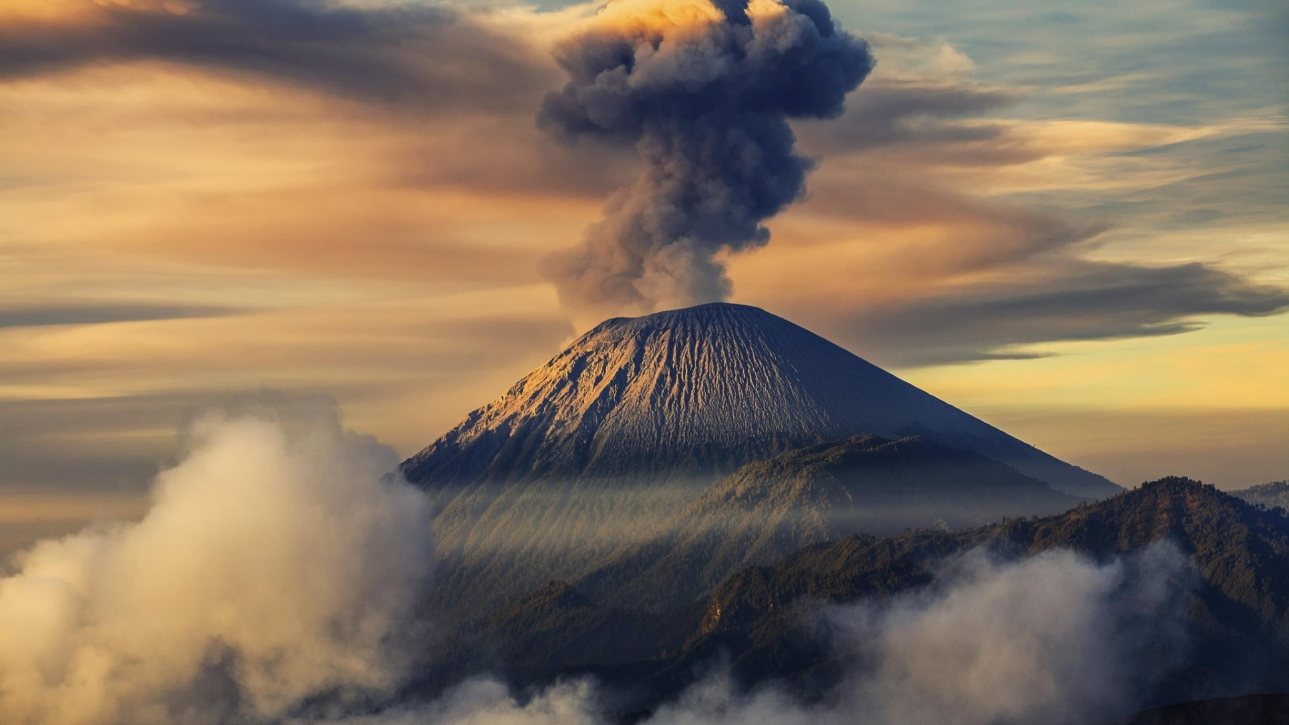 Volcano HD Background Wallpaper 09753