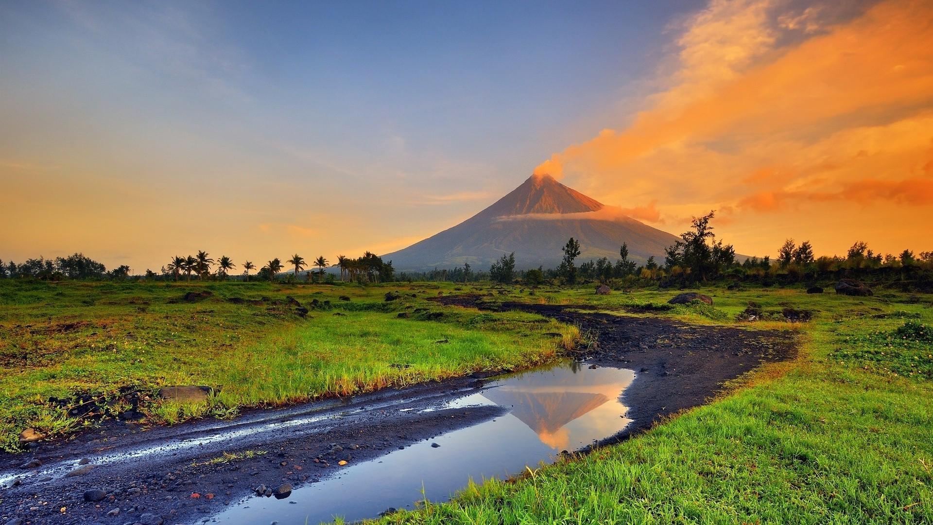 14 Fantastic HD Volcano Smoke Wallpapers