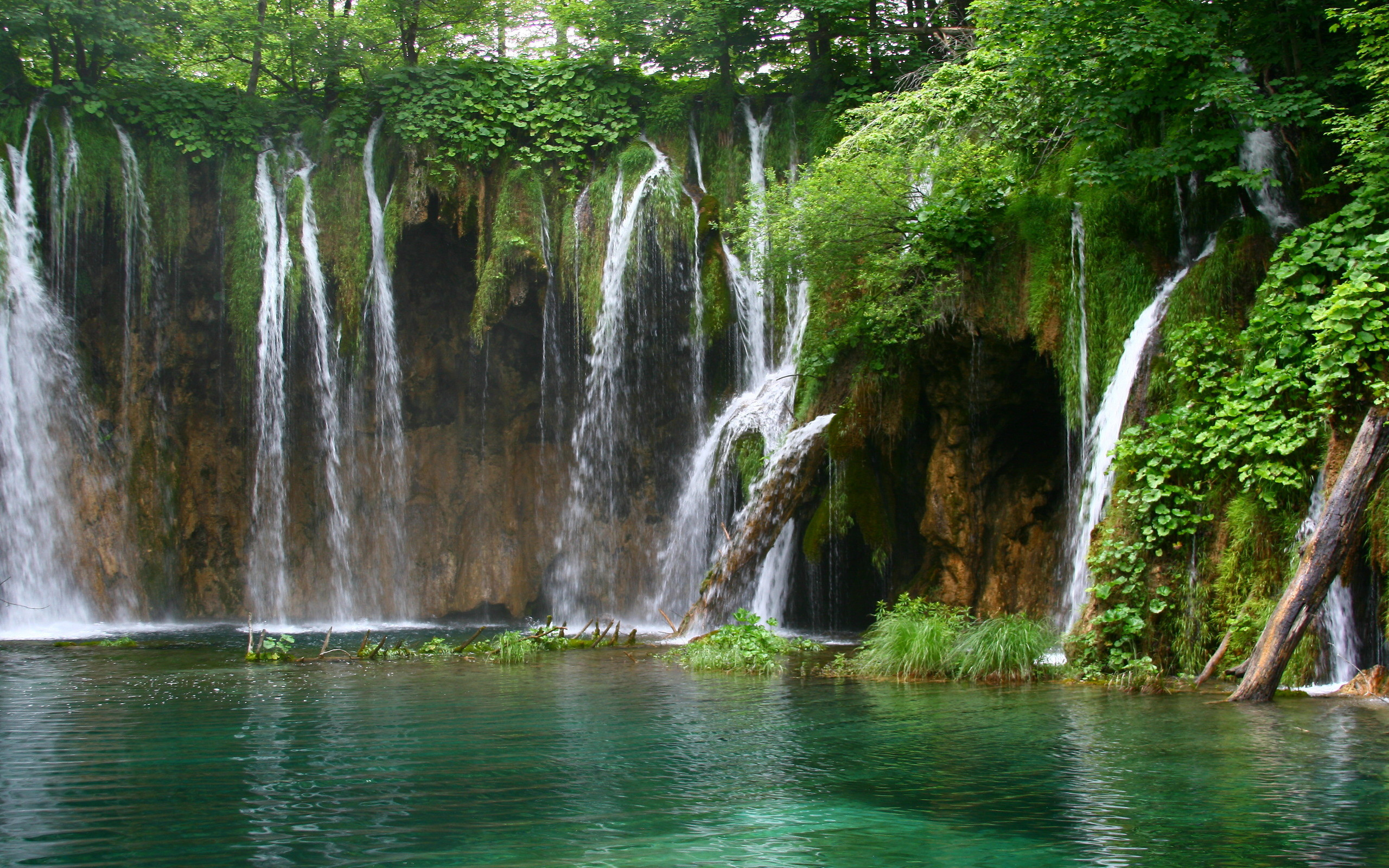 Waterfalls-wallpaper-free-waterfall-2560×1600