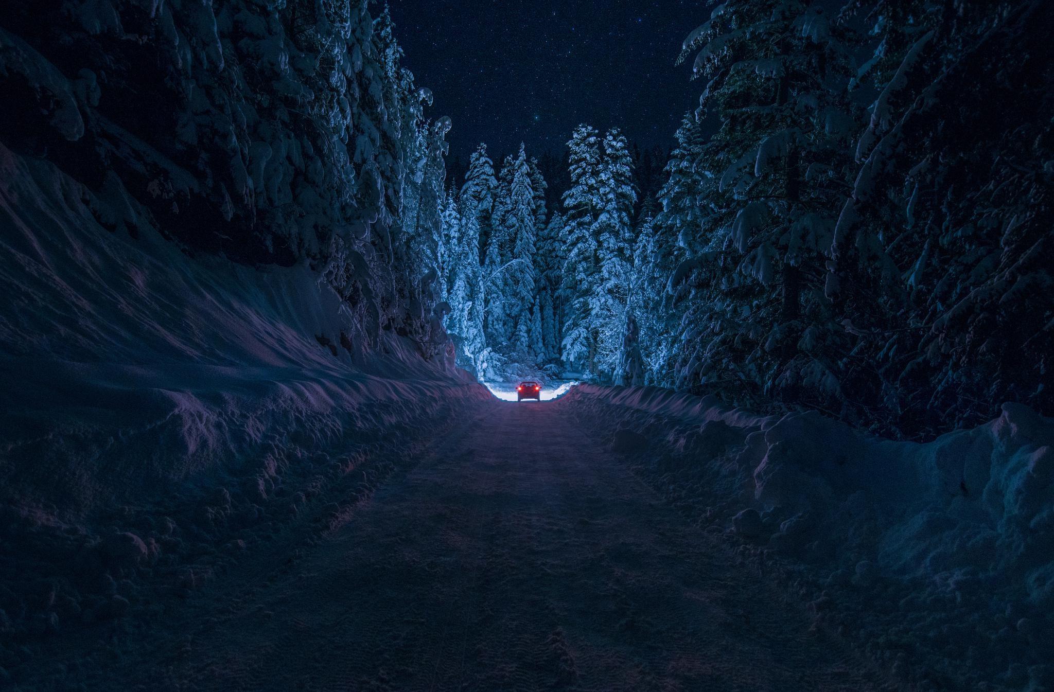 bulgaria-kyustendil-winter-road-snow-forest-night-car-