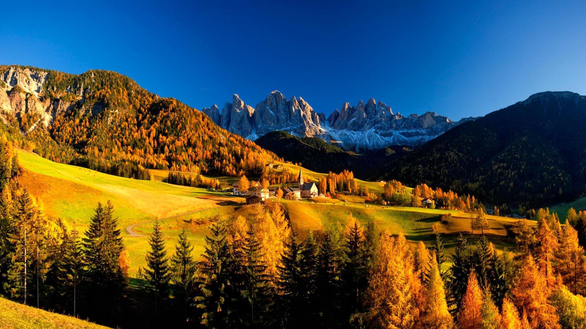 Mountain village in autumn wallpapers HD.