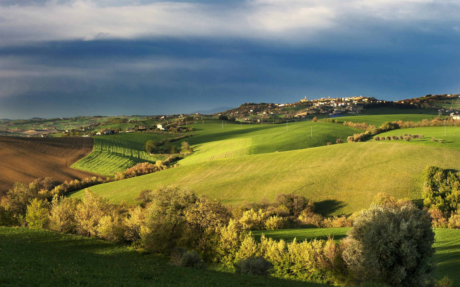 Spring Landscape wallpapers | Tuscany Spring Landscape stock photos .