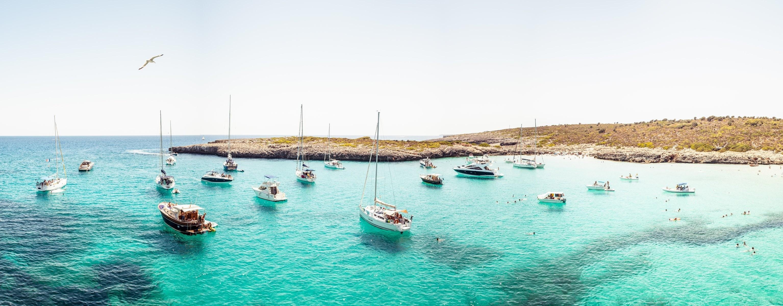 photographer andrés nieto porras photo yacht boat boat sail ocean beach  island paradise panorama