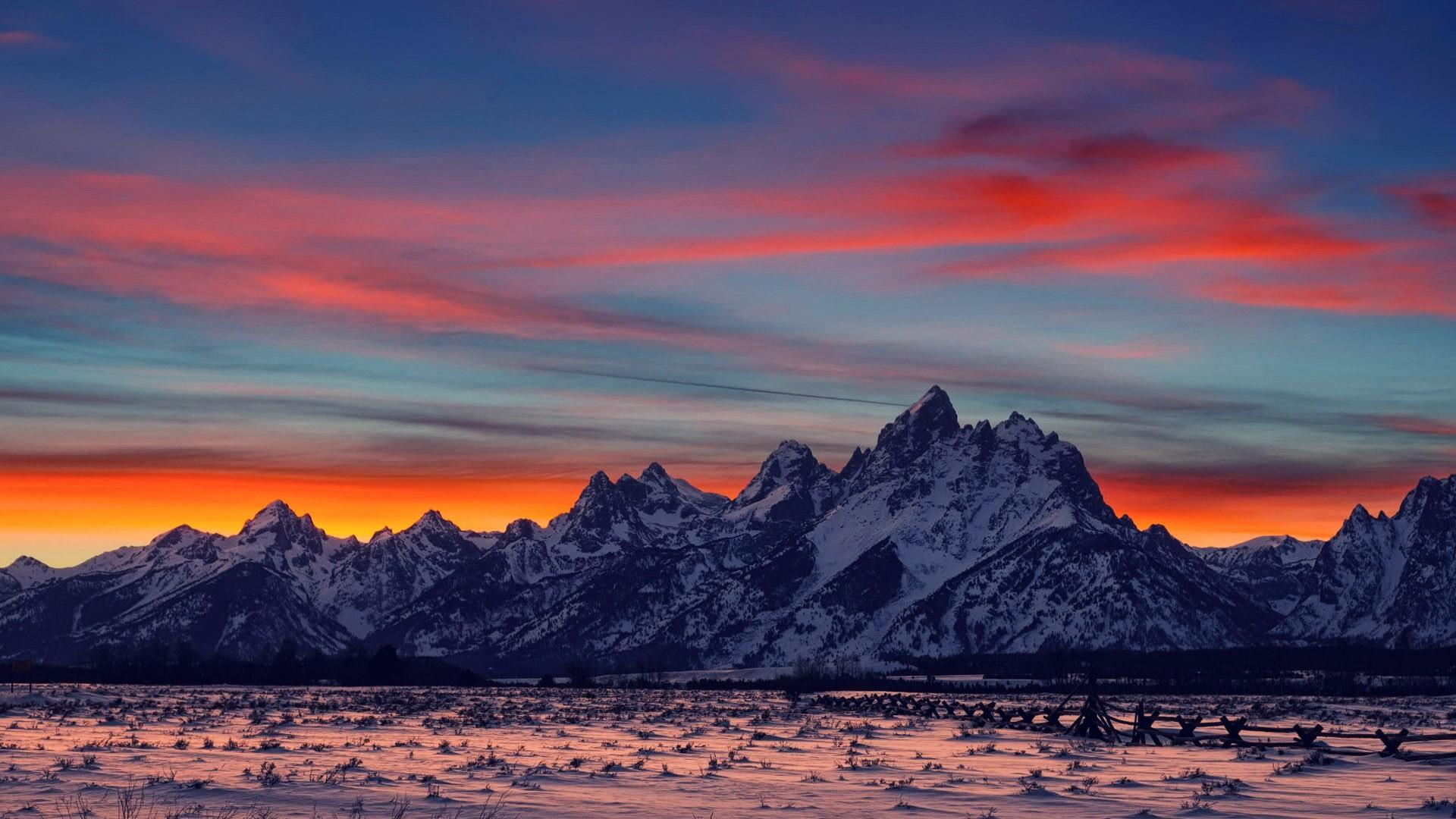 Lovely Mountain Range Wallpaper