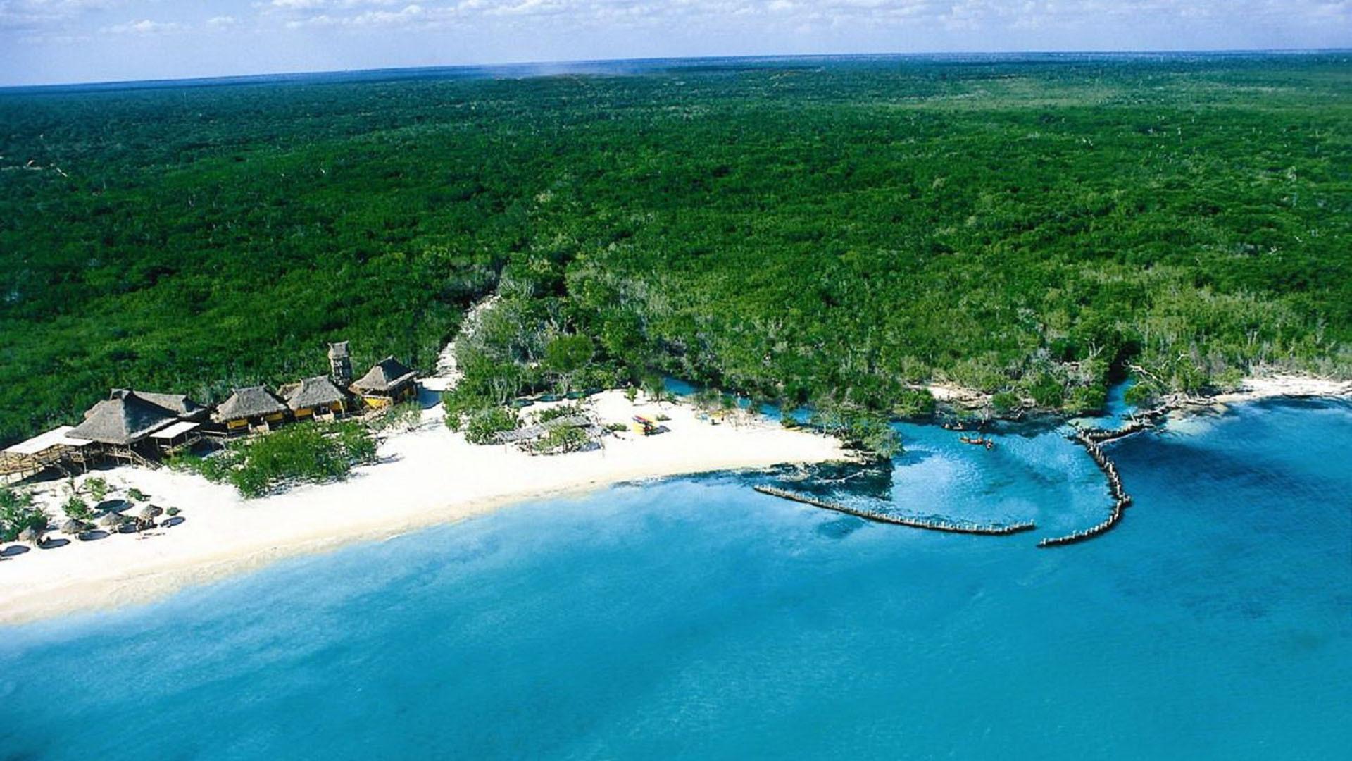 Sunny beach in panama