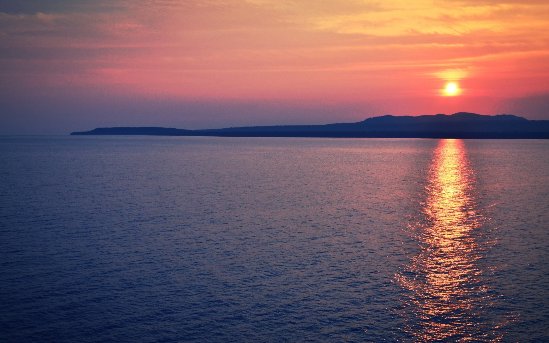 Horizon Sunset Background