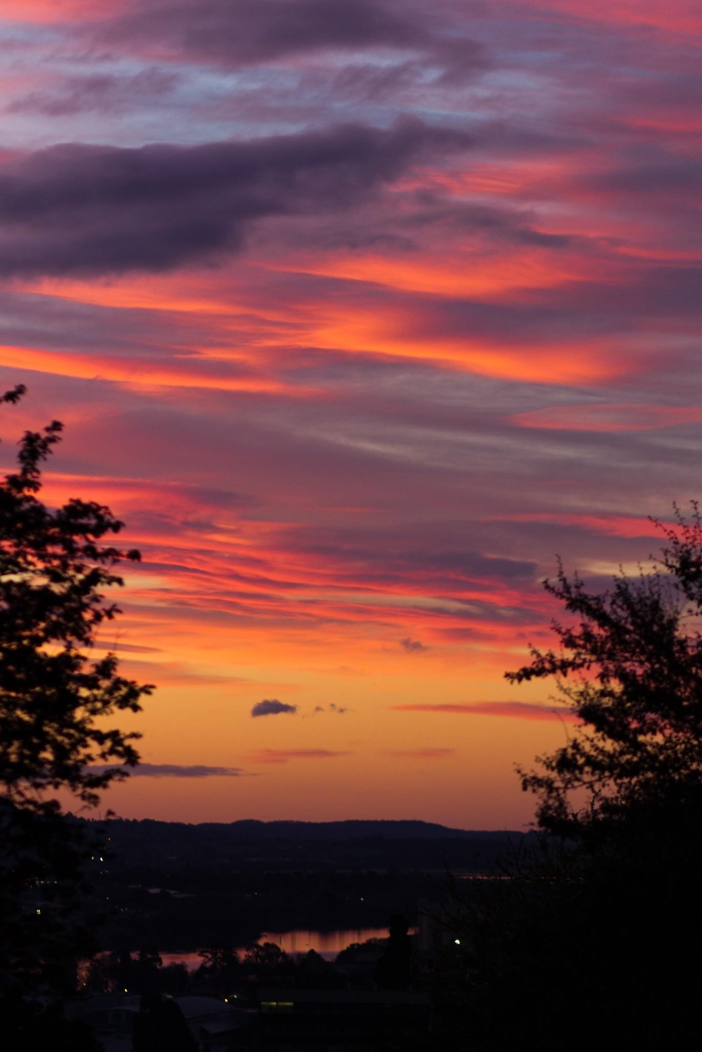nature horizon silhouette cloud sky sun sunrise sunset cloudy morning dawn  atmosphere dusk evening clouds sunset