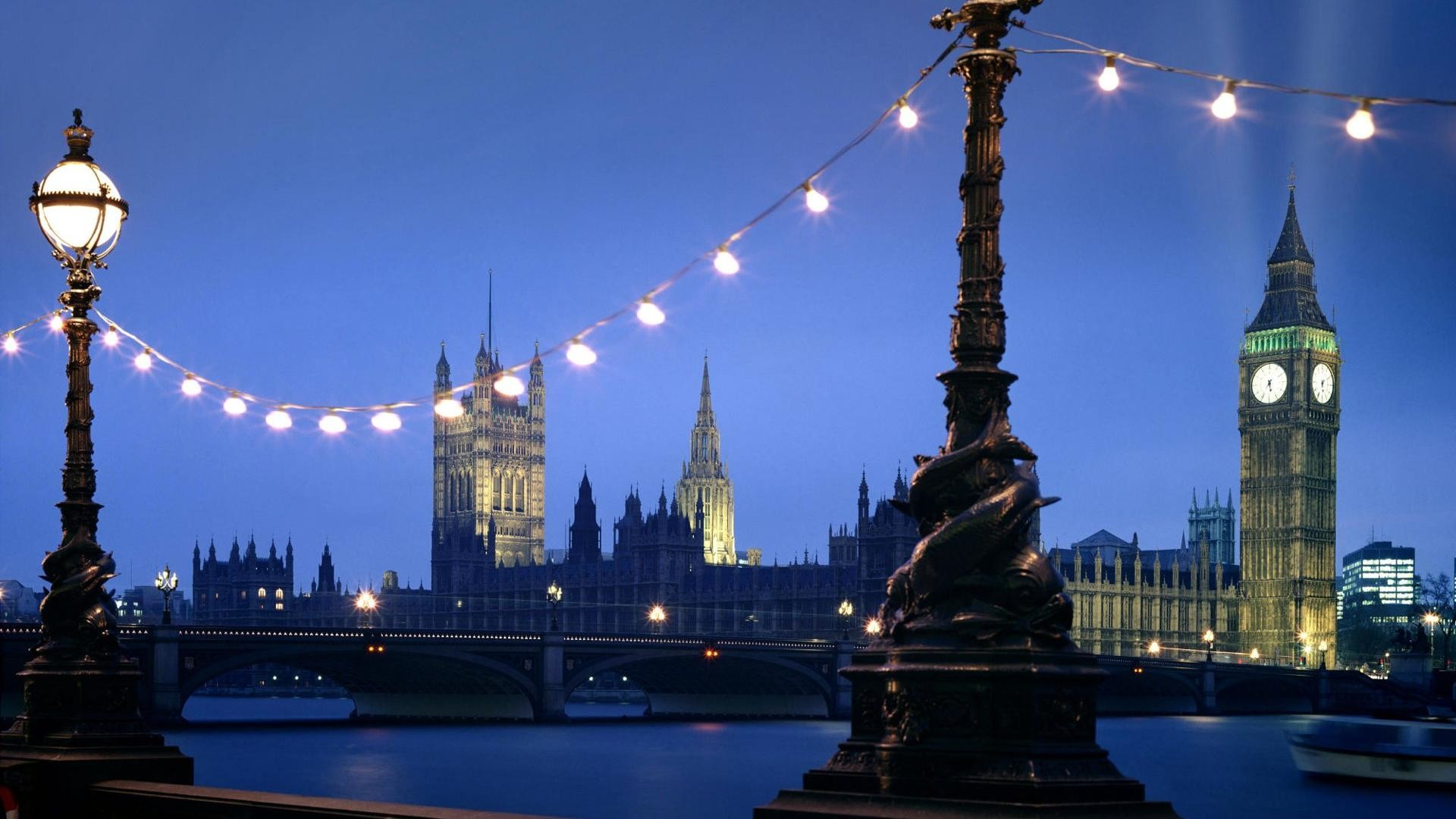 Luxuriant city scenery desktop backgrounds