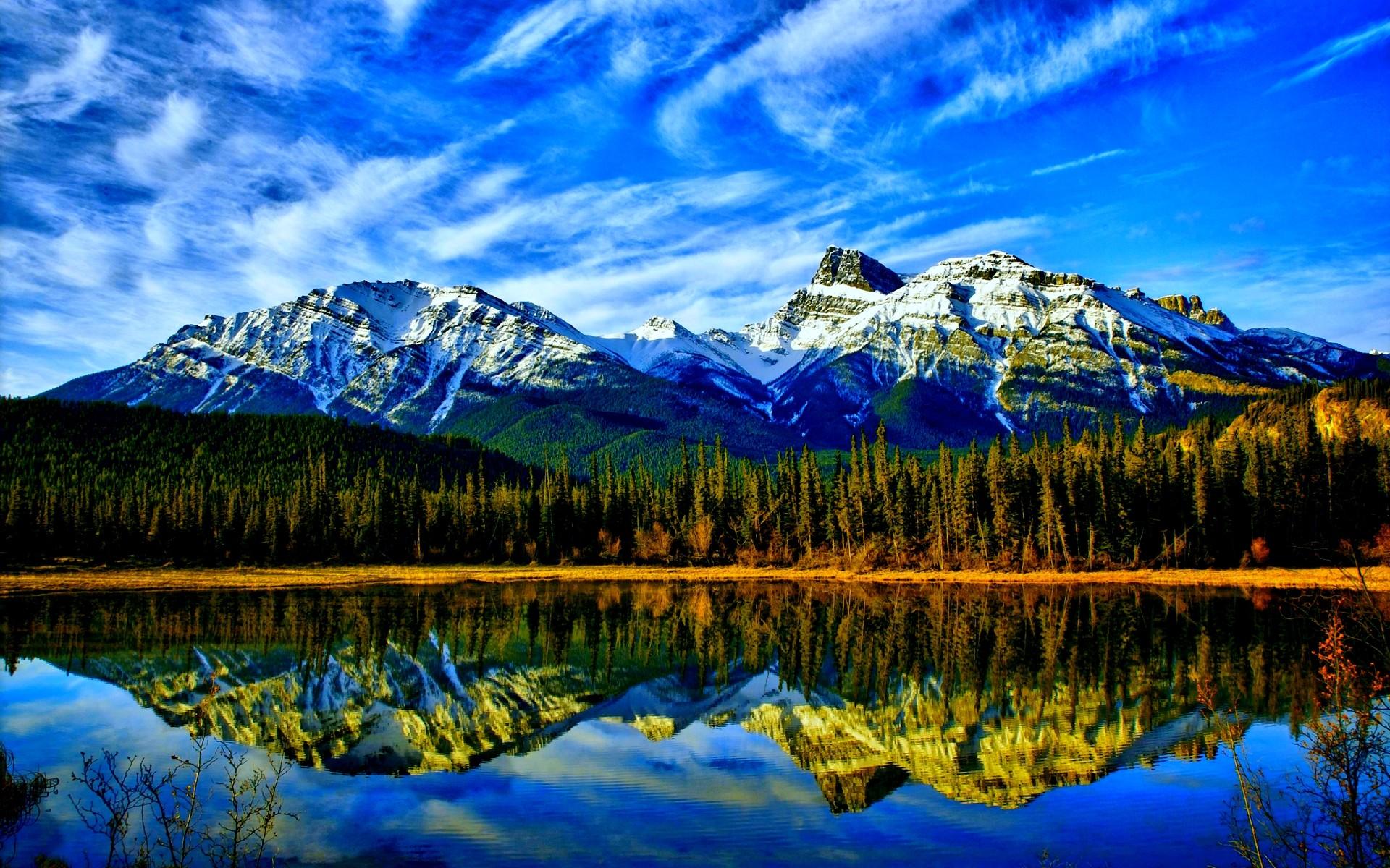 Stunning Mountain Lake Wallpaper
