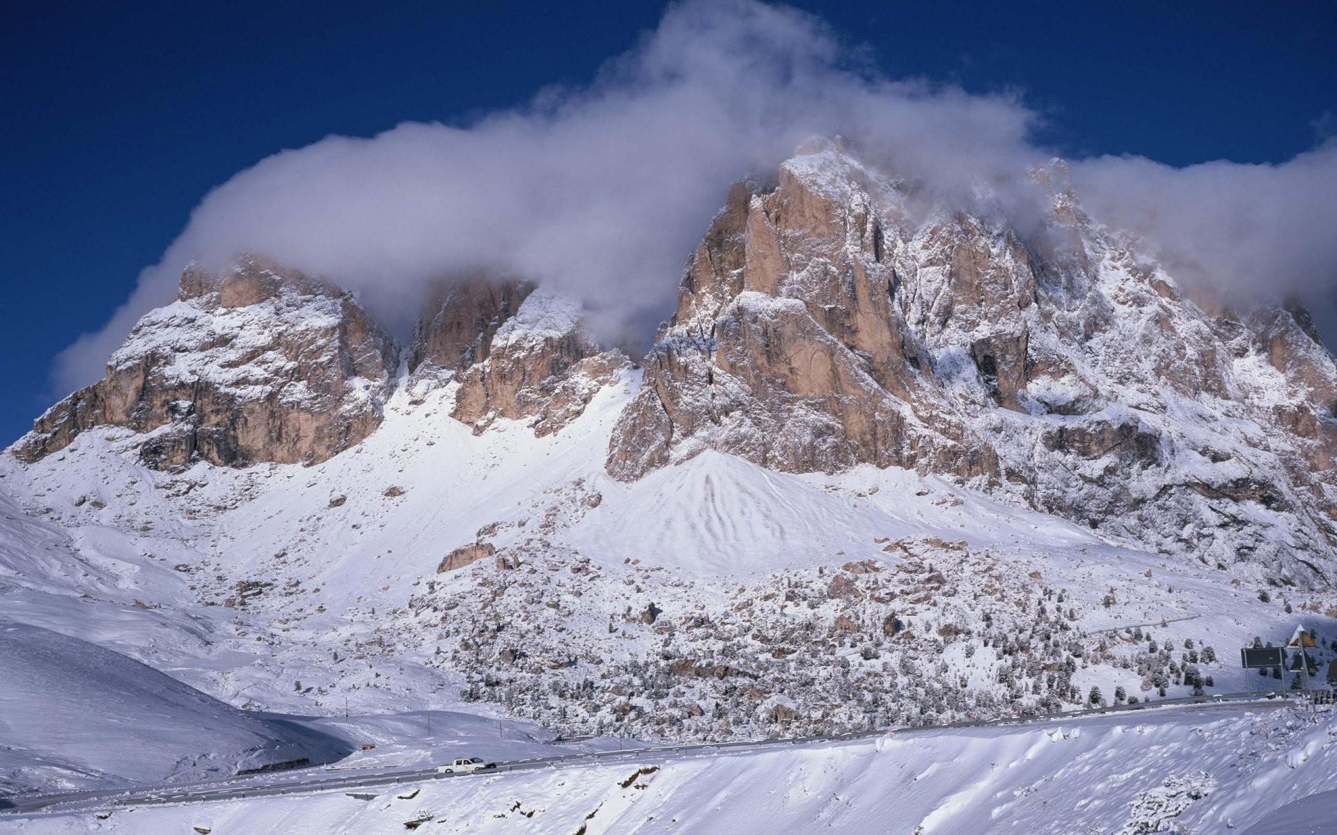 Rocky Mountains Winter Wallpaper