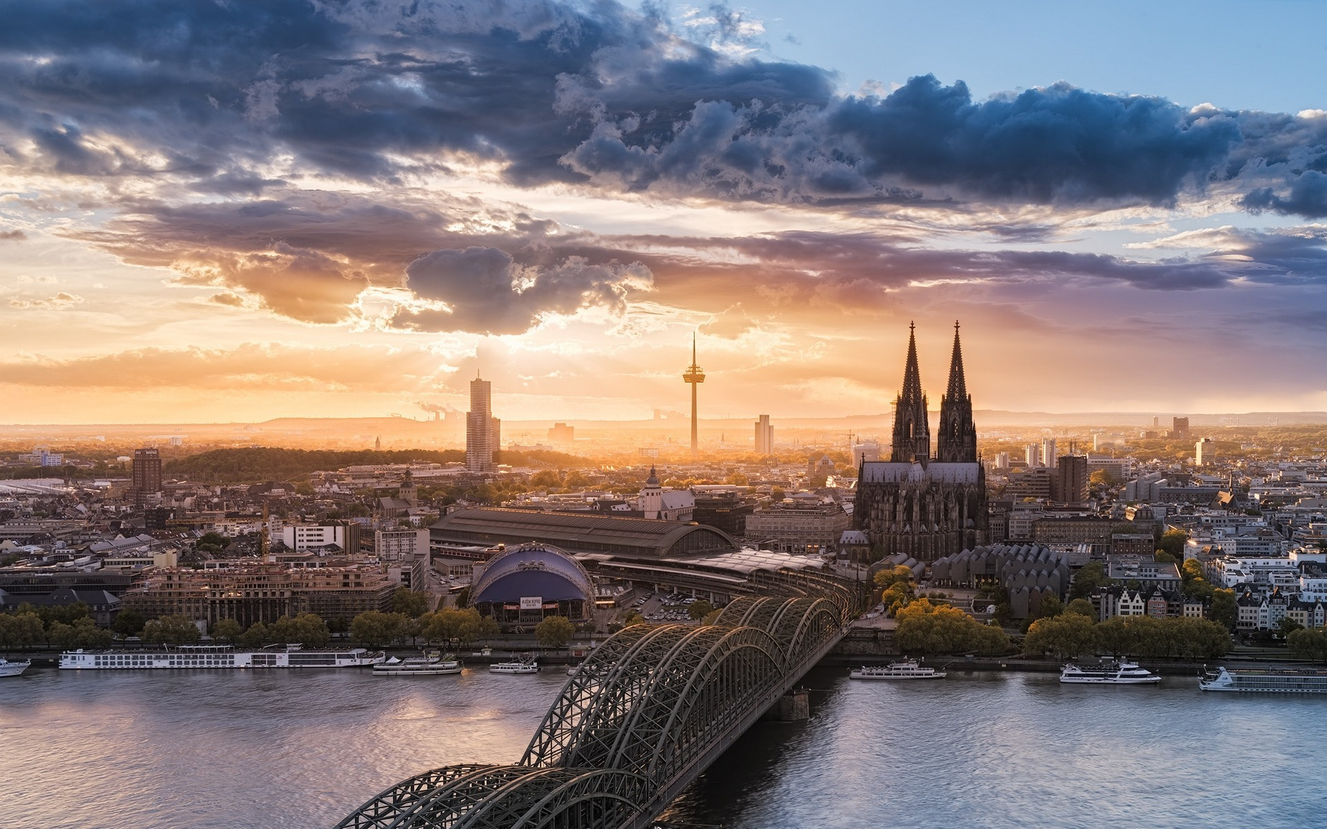 Cologne Cathedral and Hohenzollern Bridge Germany wallpapers (52 Wallpapers)