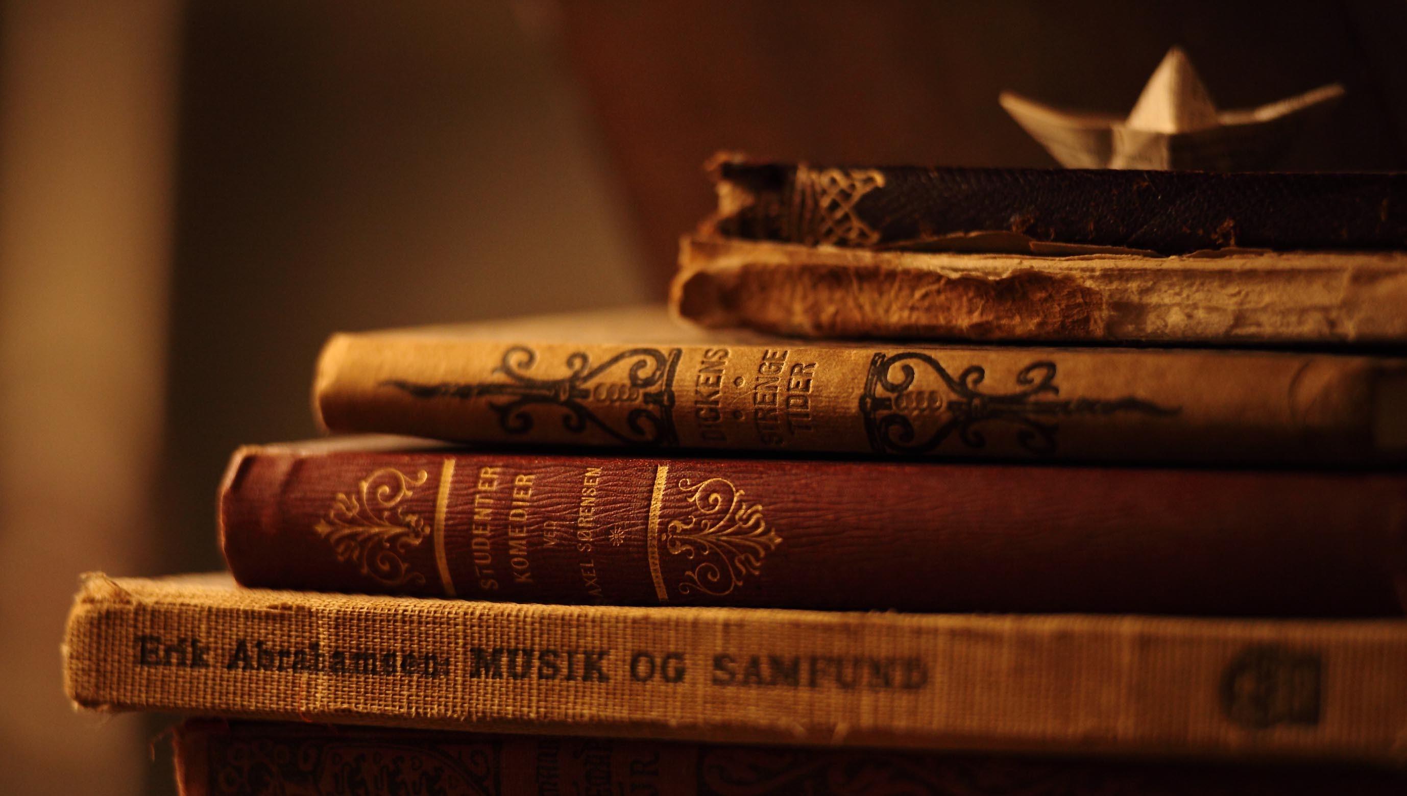 Amazing-Old-Book-Desktop-Wallpapers