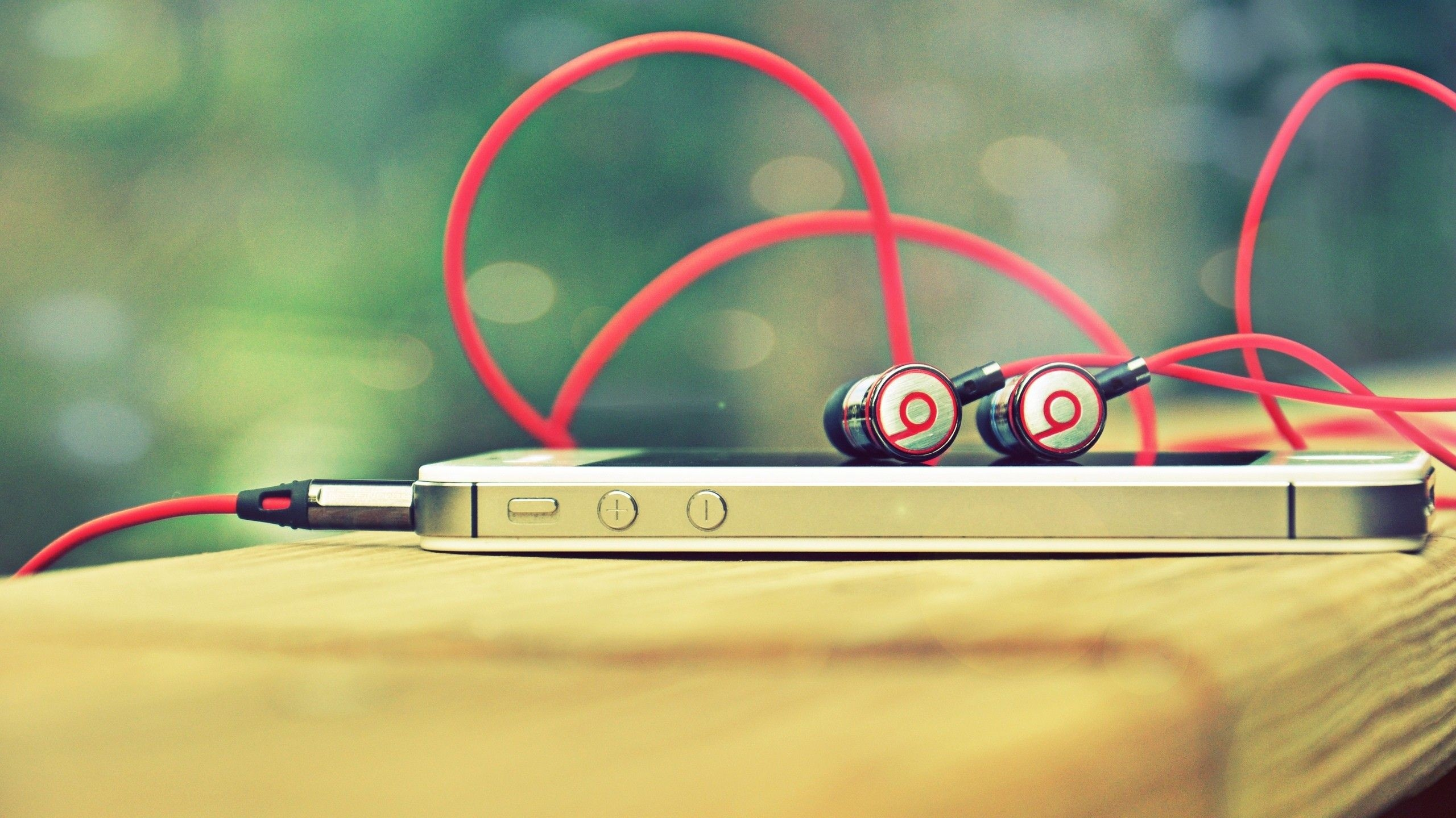Preview wallpaper monster beats, apple, iphone, headphones, phone 2560×1440