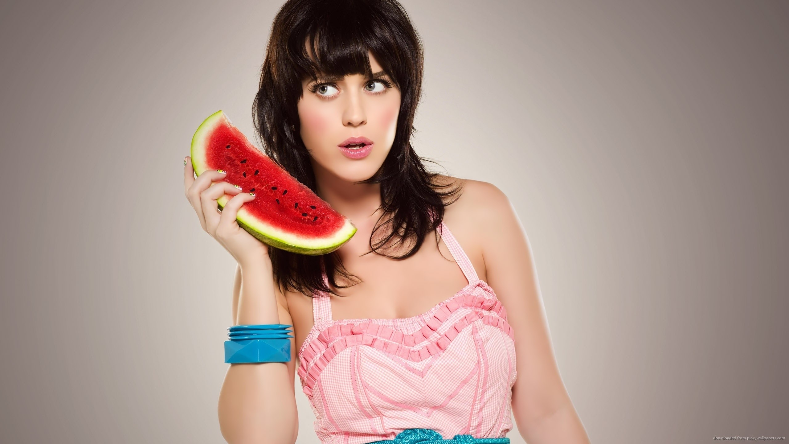 Katy Perry watermelon phone for 2560×1440