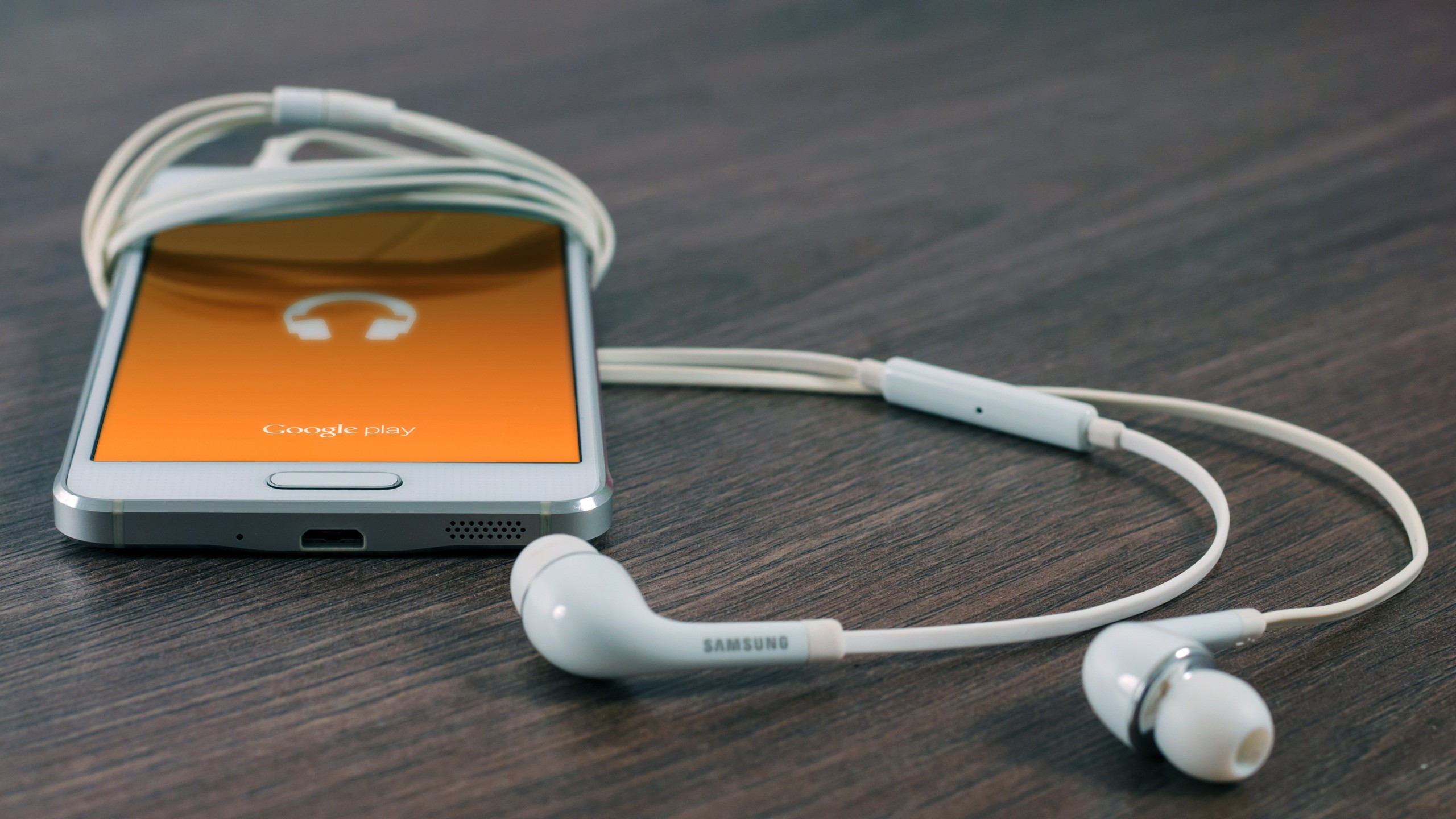 Preview wallpaper samsung, mobile phone, smart phone, headphones 2560×1440