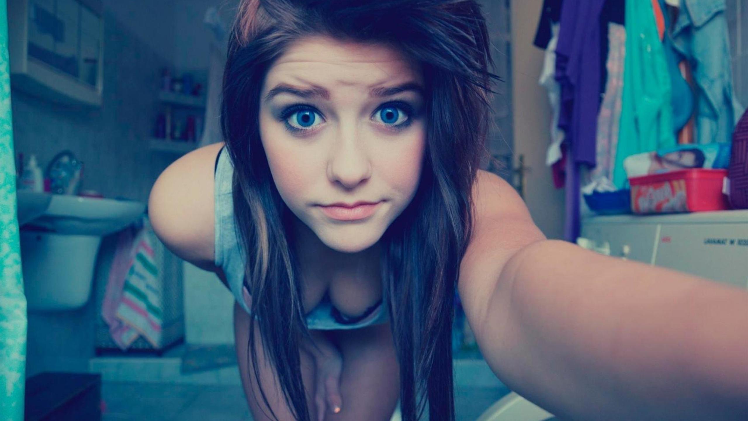 blue-eyes-cute-teen-girl-on.jpg