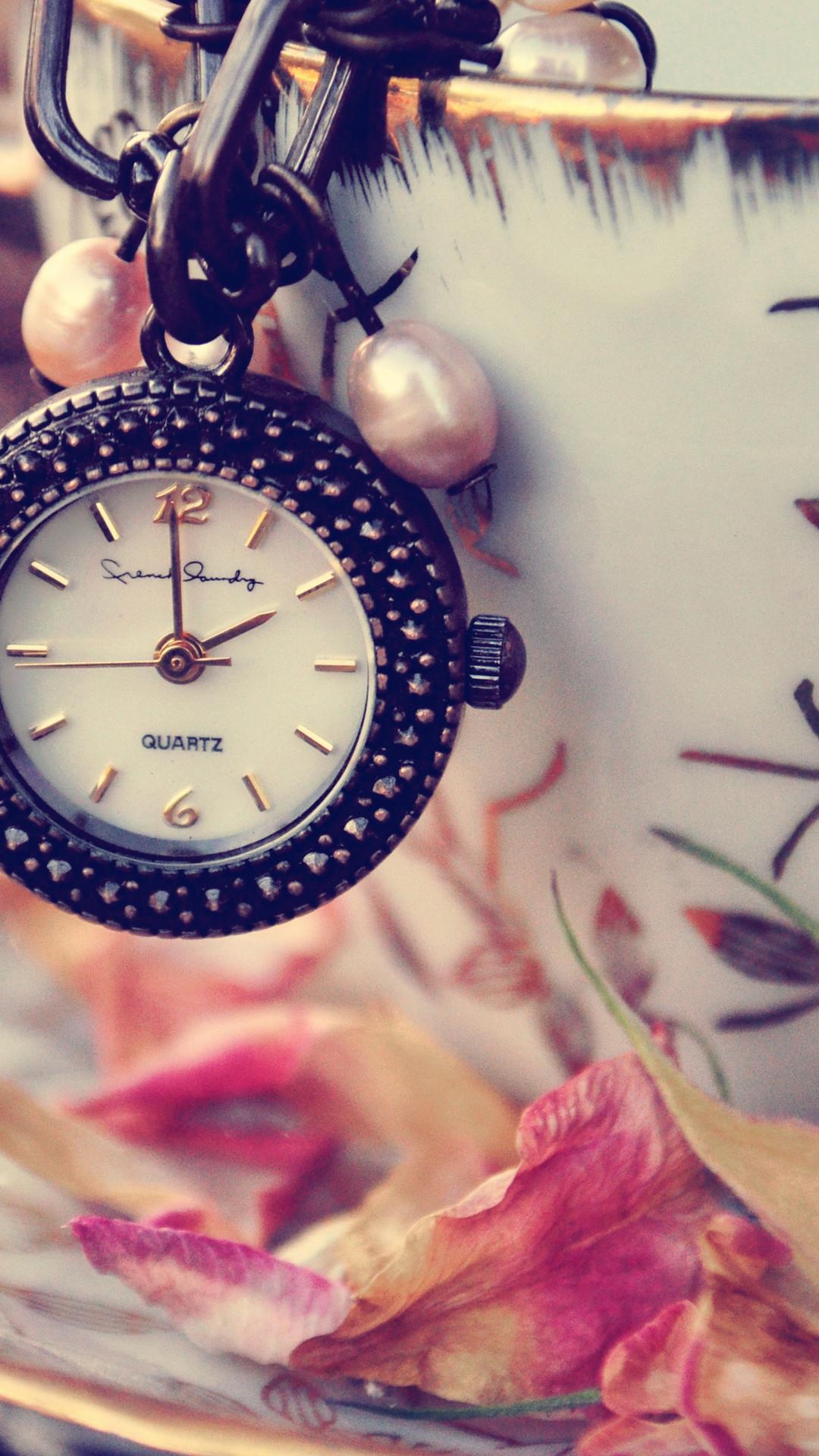 Girly Clock iPhone Wallpaper HD