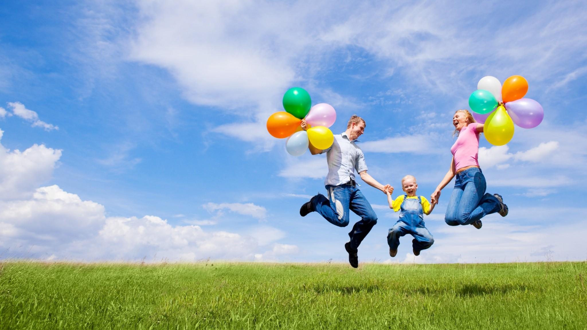 Wallpaper family, children, balloons, nature, holiday, joy
