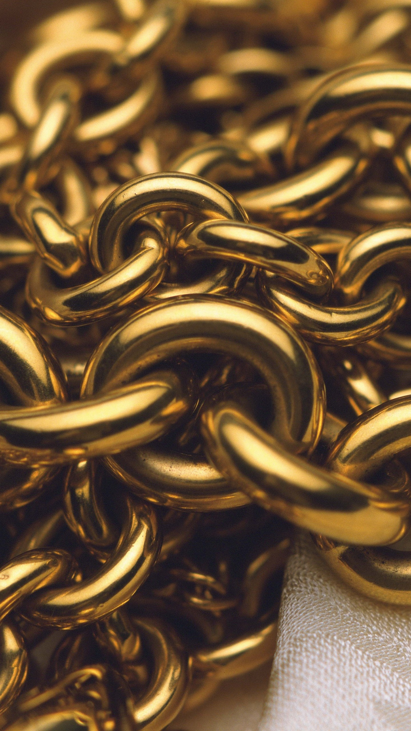 Wallpaper chain, gold, close-up